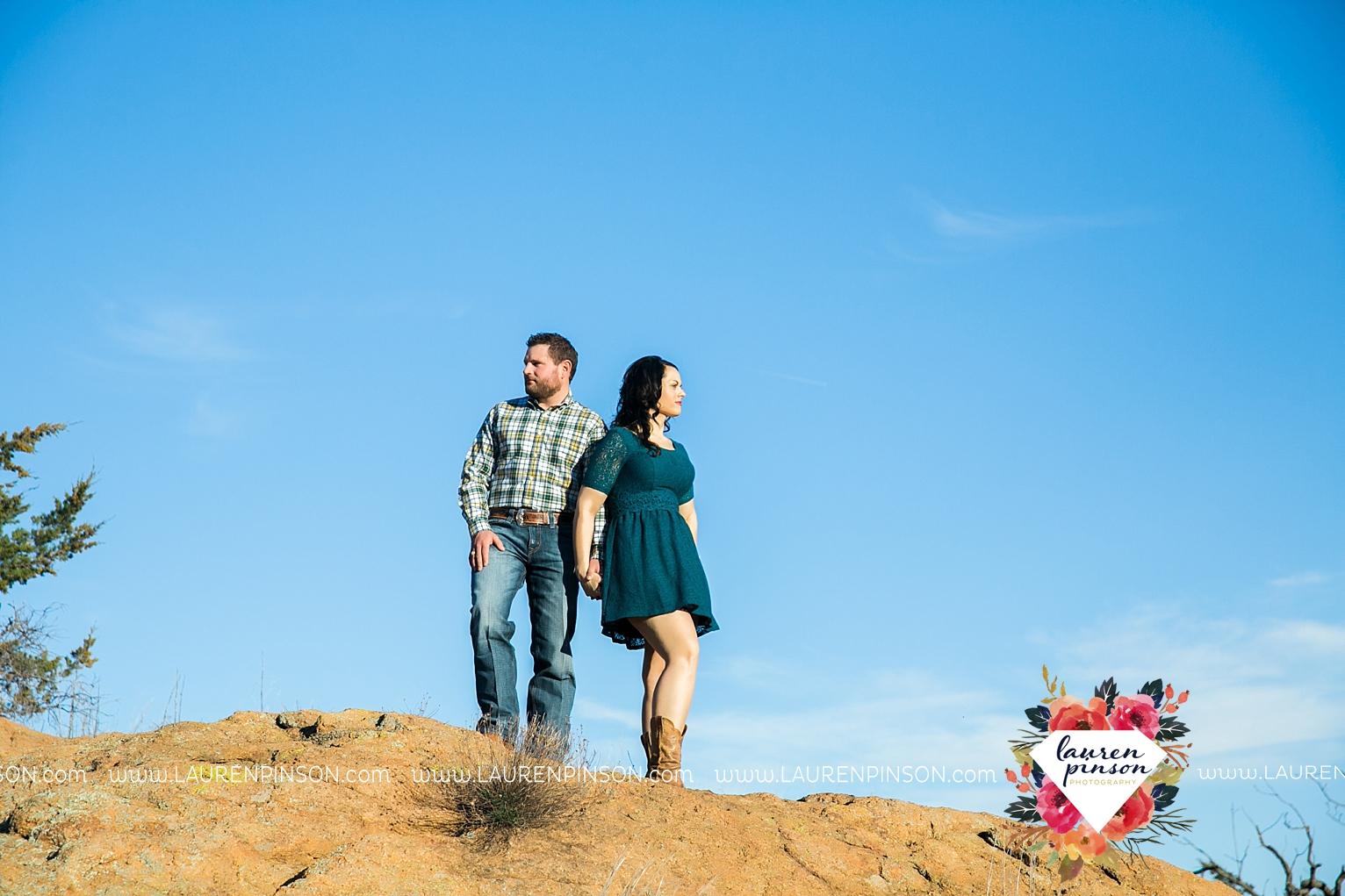 wichita-falls-texas-engagement-photographer-wedding-oklahoma-lawton-wichita-mountains-refuge-outdoors-mountains-engaged_2052.jpg