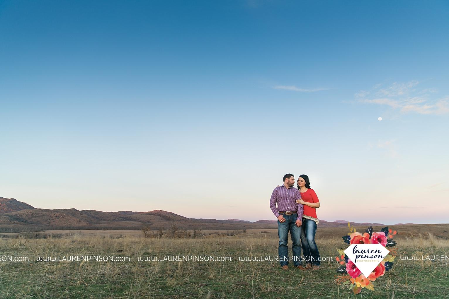 wichita-falls-texas-engagement-photographer-wedding-oklahoma-lawton-wichita-mountains-refuge-outdoors-mountains-engaged_2070.jpg