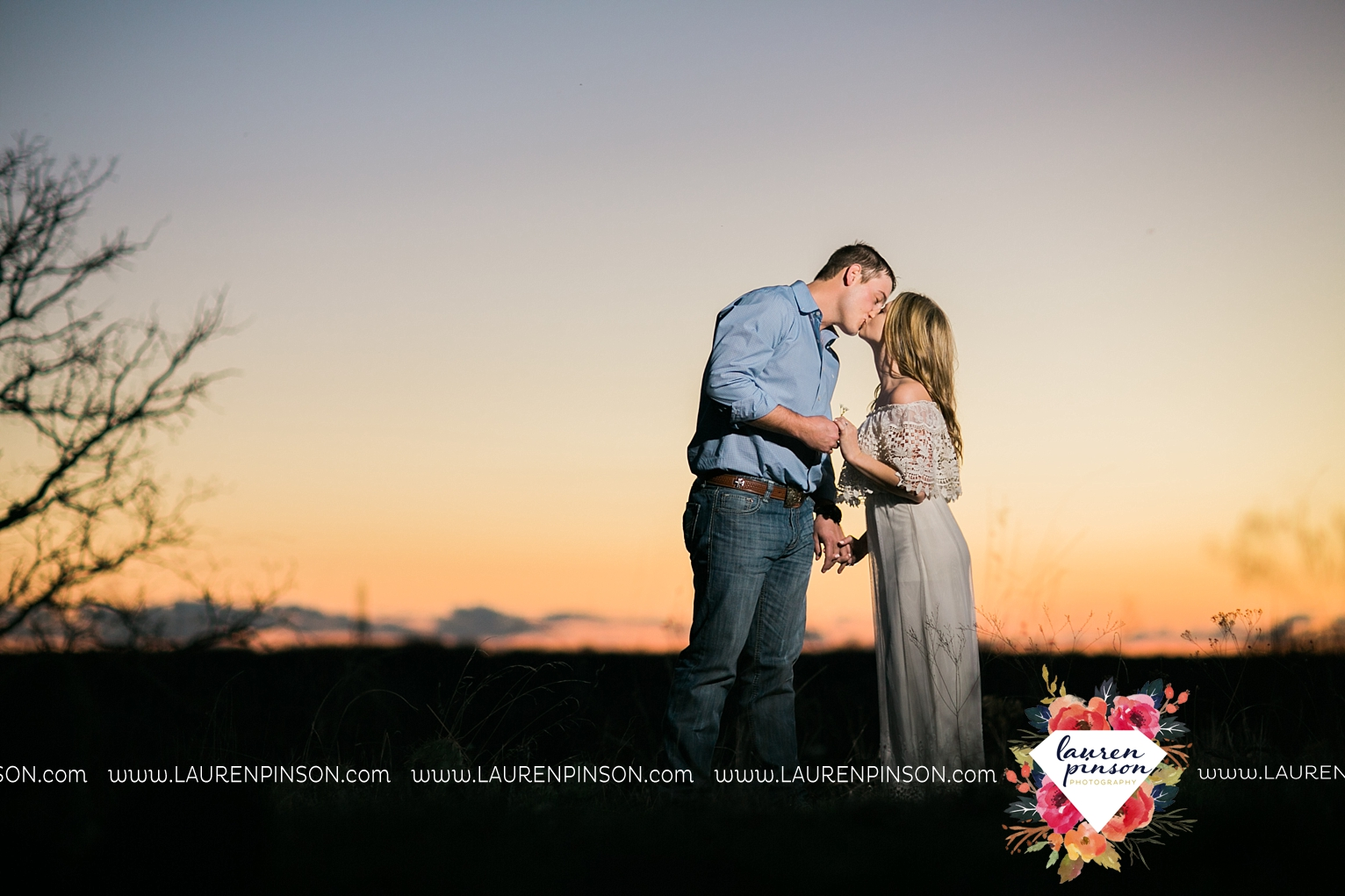 Wichita-falls-texas-country-outdoor-wheat-field-windthorst-engagement-session-and-wedding-photographer-00001.jpg