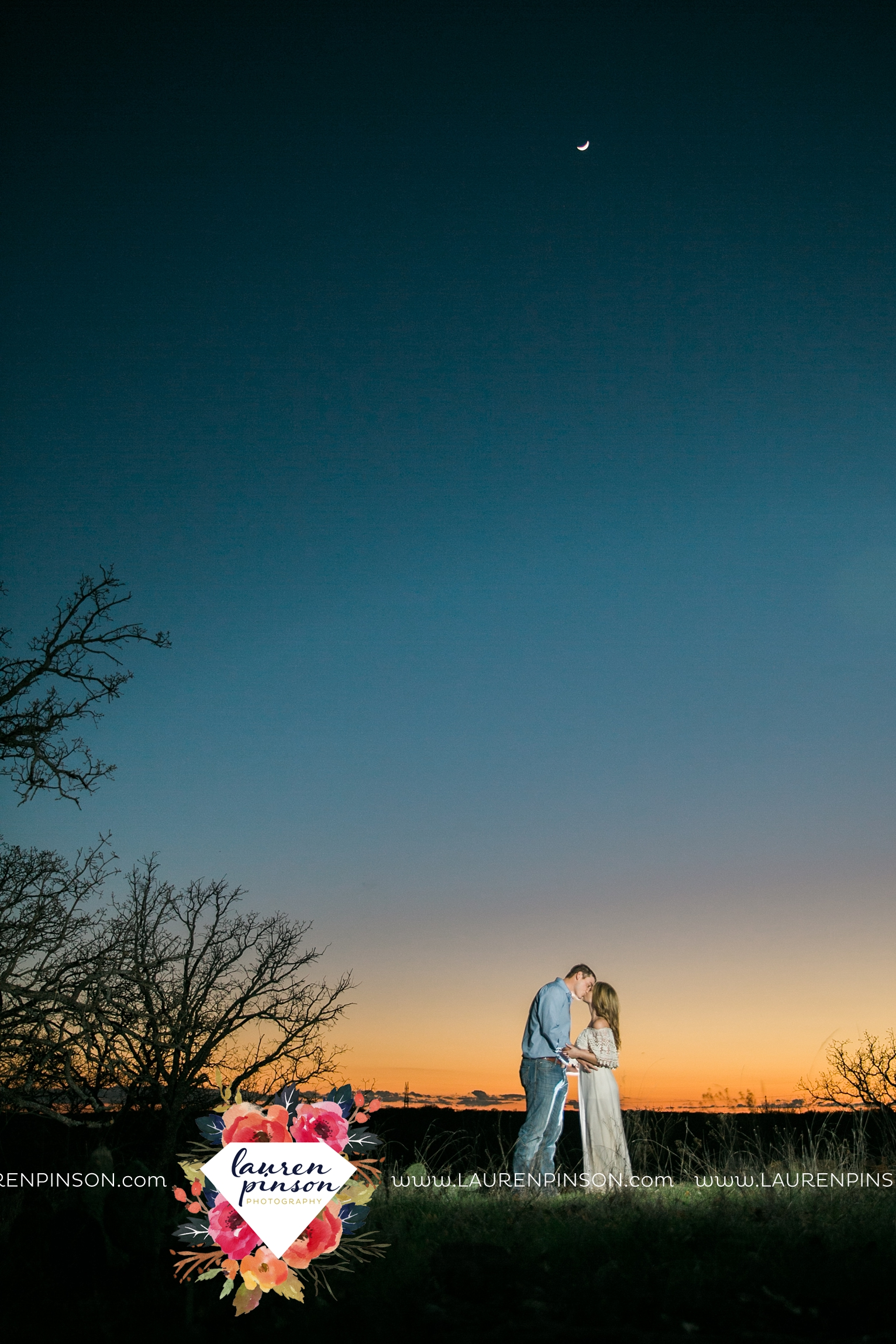 Wichita-falls-texas-country-outdoor-wheat-field-windthorst-engagement-session-and-wedding-photographer-00002.jpg
