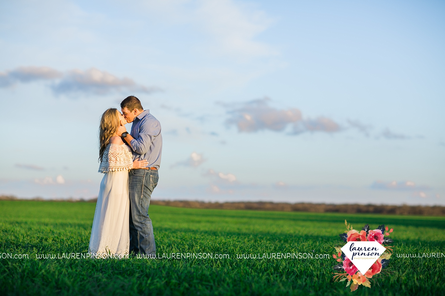 Wichita-falls-texas-country-outdoor-wheat-field-windthorst-engagement-session-and-wedding-photographer-00007.jpg