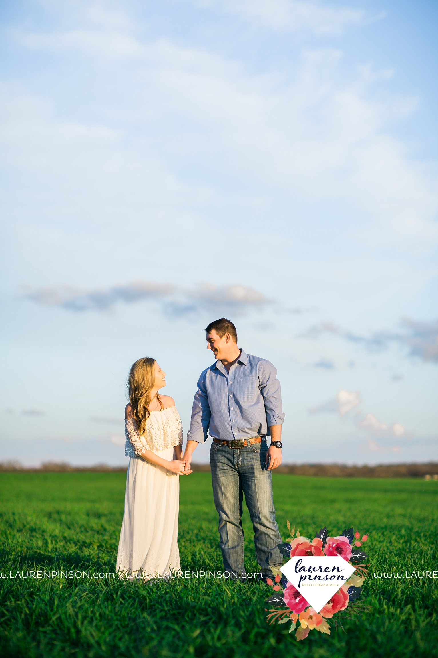 Wichita-falls-texas-country-outdoor-wheat-field-windthorst-engagement-session-and-wedding-photographer-00010.jpg