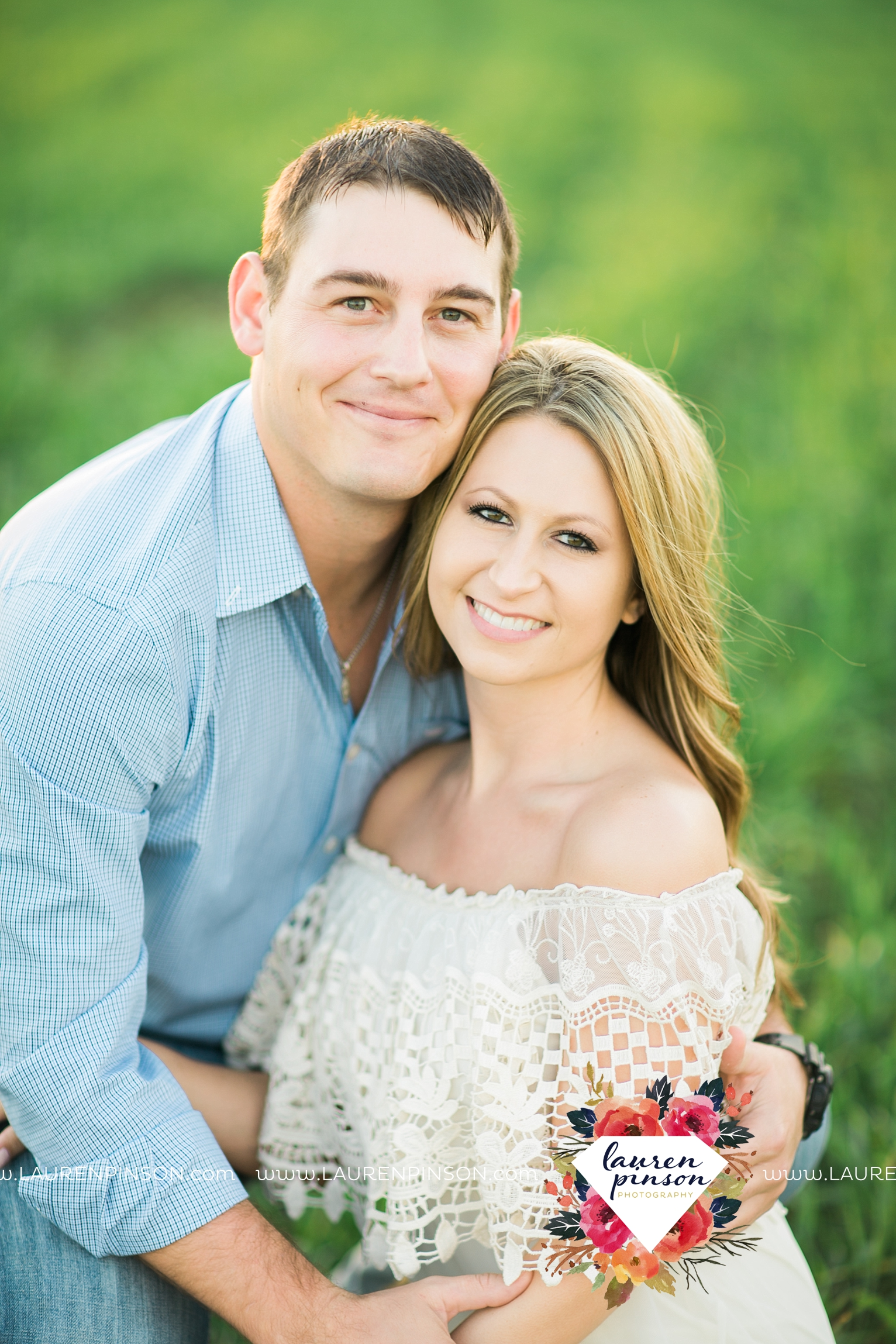 Wichita-falls-texas-country-outdoor-wheat-field-windthorst-engagement-session-and-wedding-photographer-00012.jpg