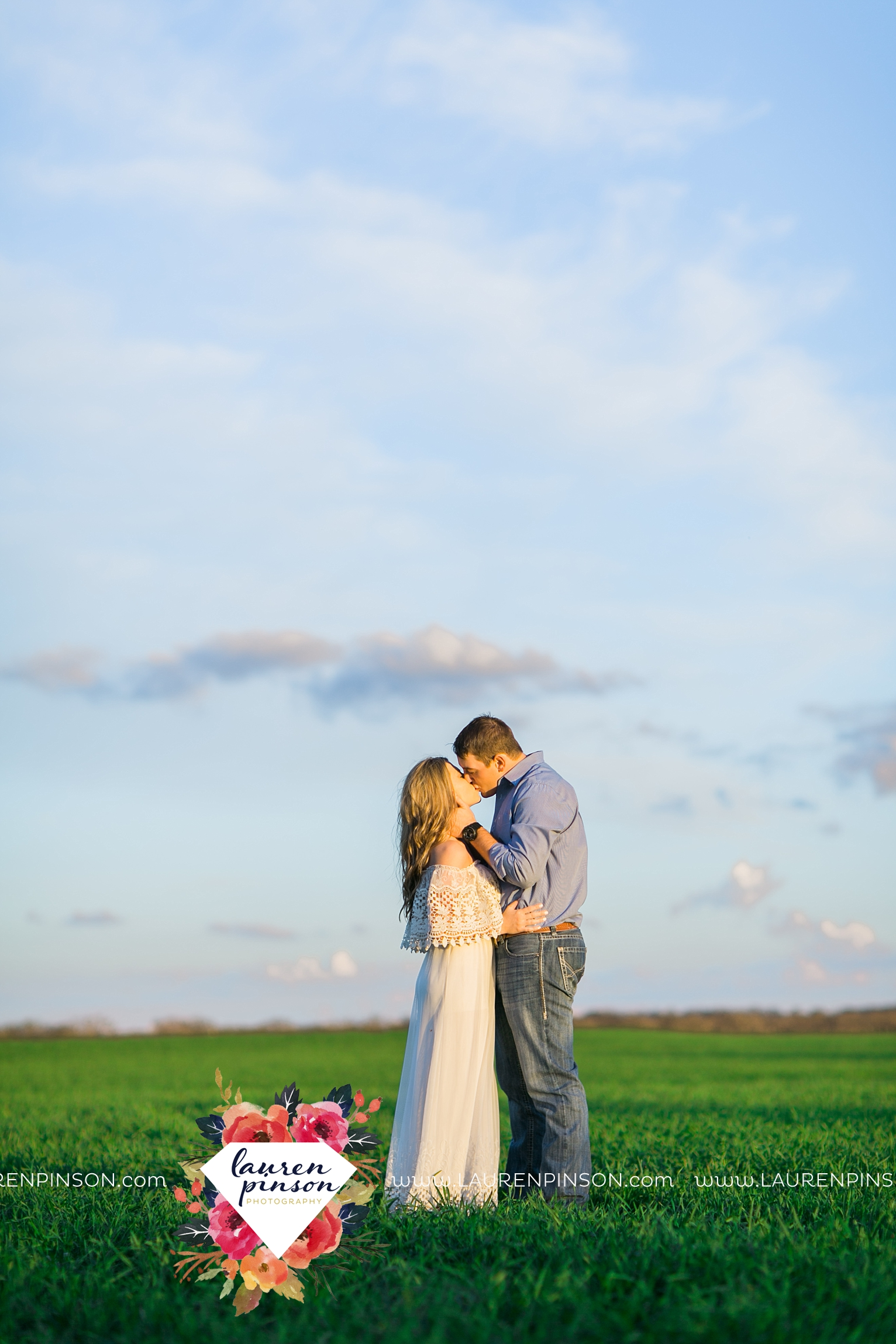 Wichita-falls-texas-country-outdoor-wheat-field-windthorst-engagement-session-and-wedding-photographer-00013.jpg