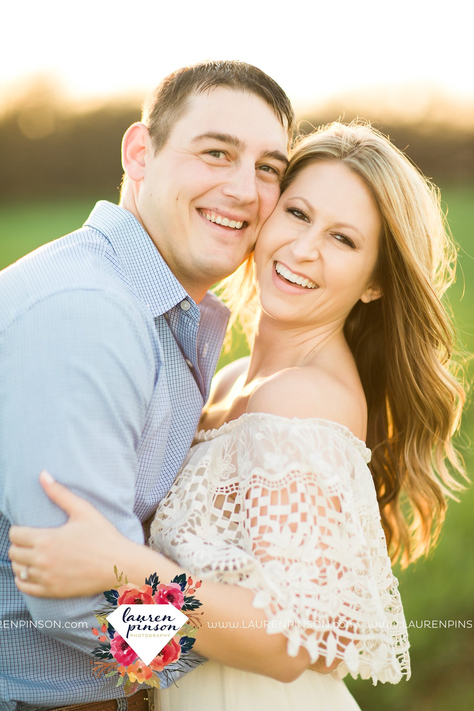 Wichita-falls-texas-country-outdoor-wheat-field-windthorst-engagement-session-and-wedding-photographer-00014.jpg