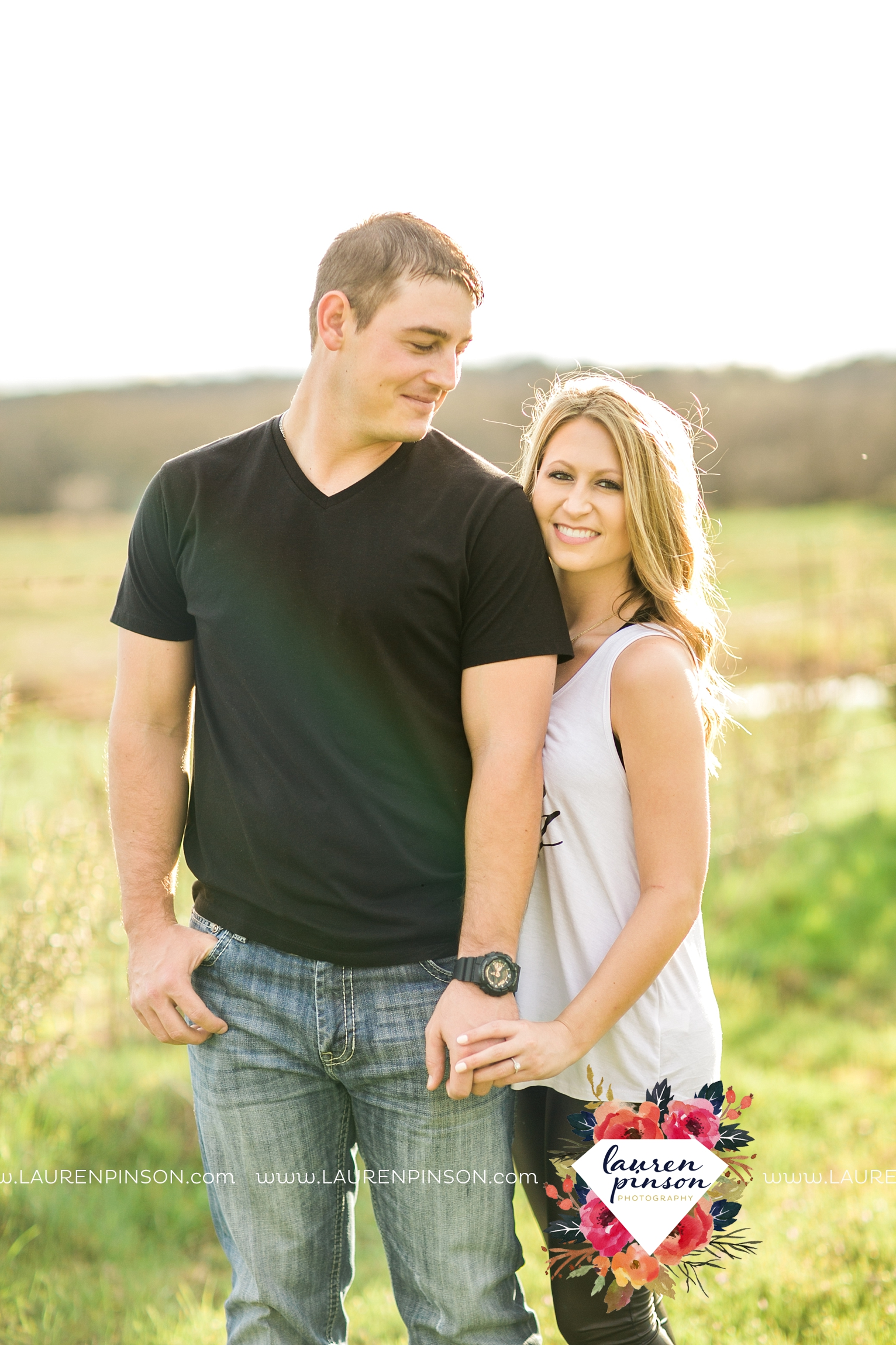 Wichita-falls-texas-country-outdoor-wheat-field-windthorst-engagement-session-and-wedding-photographer-00017.jpg