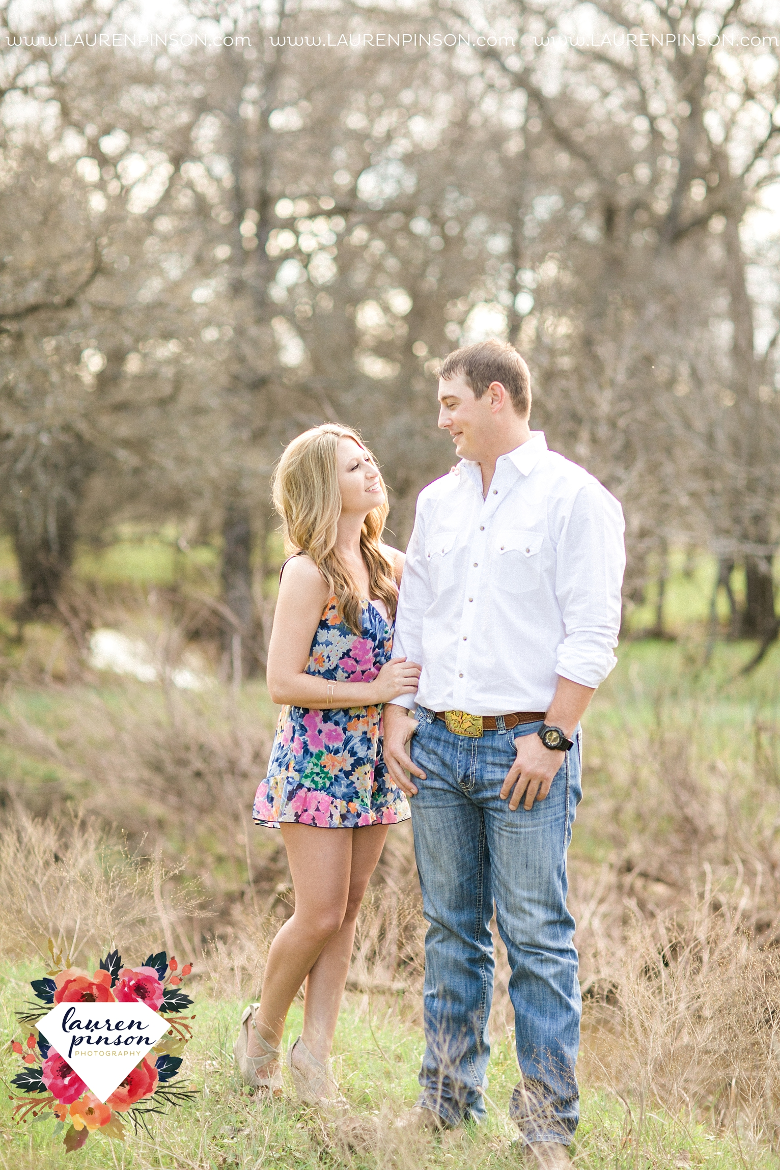 Wichita-falls-texas-country-outdoor-wheat-field-windthorst-engagement-session-and-wedding-photographer-00023.jpg