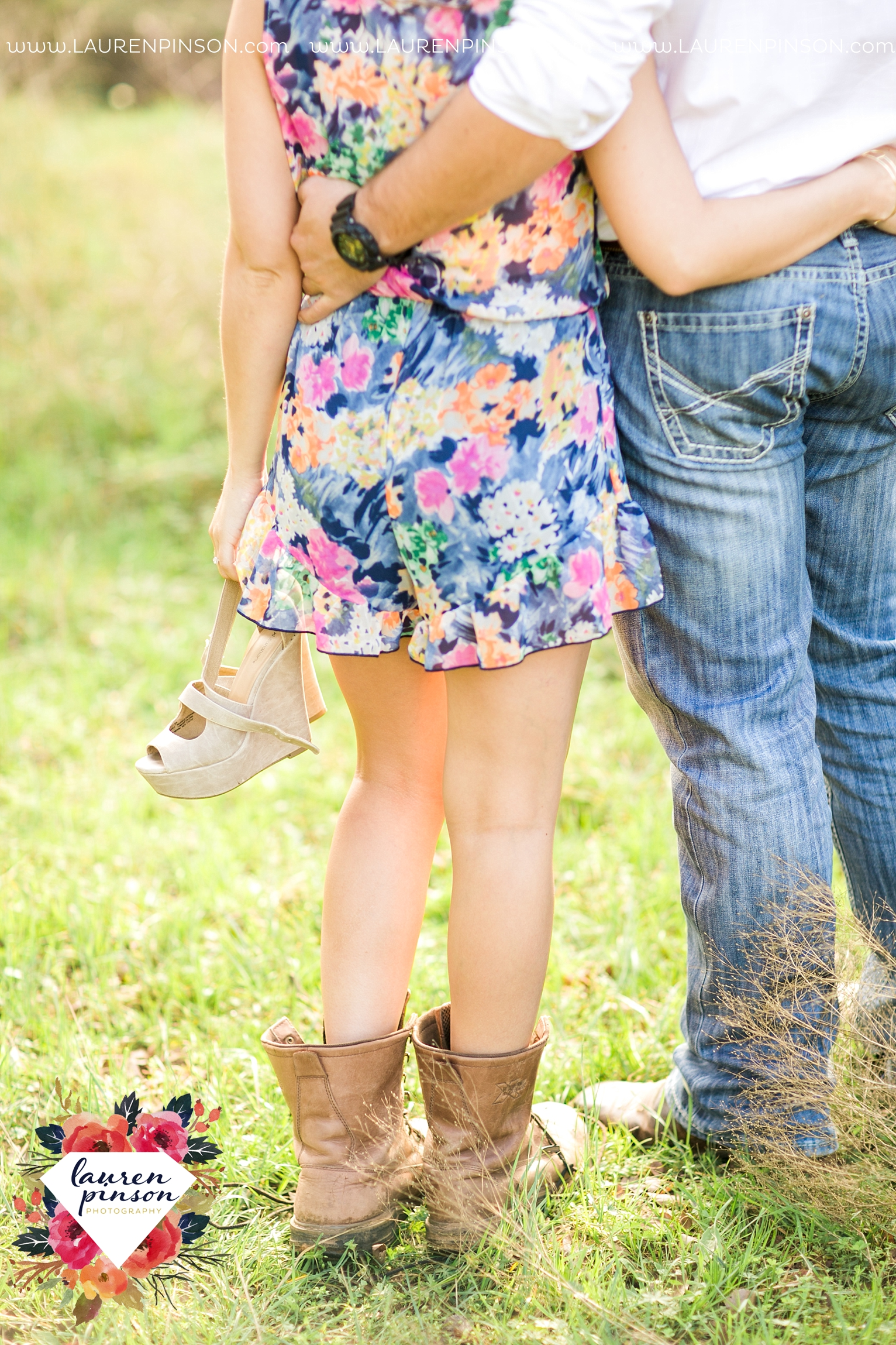 Wichita-falls-texas-country-outdoor-wheat-field-windthorst-engagement-session-and-wedding-photographer-00024.jpg
