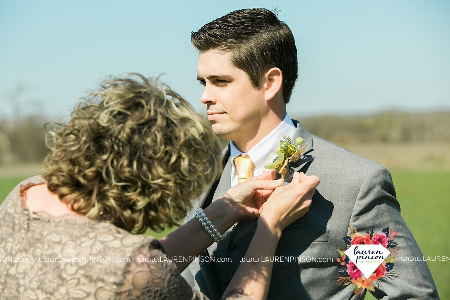 wichita-falls-texas-wedding-photographer-bowie-nocona-henrietta-country-barn-wedding_2150.jpg