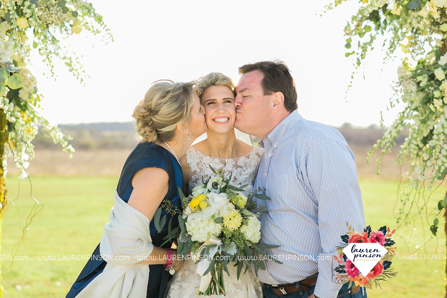 wichita-falls-texas-wedding-photographer-bowie-nocona-henrietta-country-barn-wedding_2152.jpg