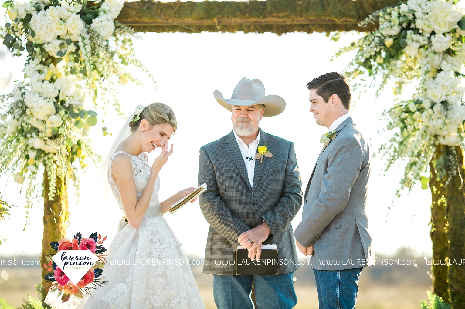 wichita-falls-texas-wedding-photographer-bowie-nocona-henrietta-country-barn-wedding_2173.jpg