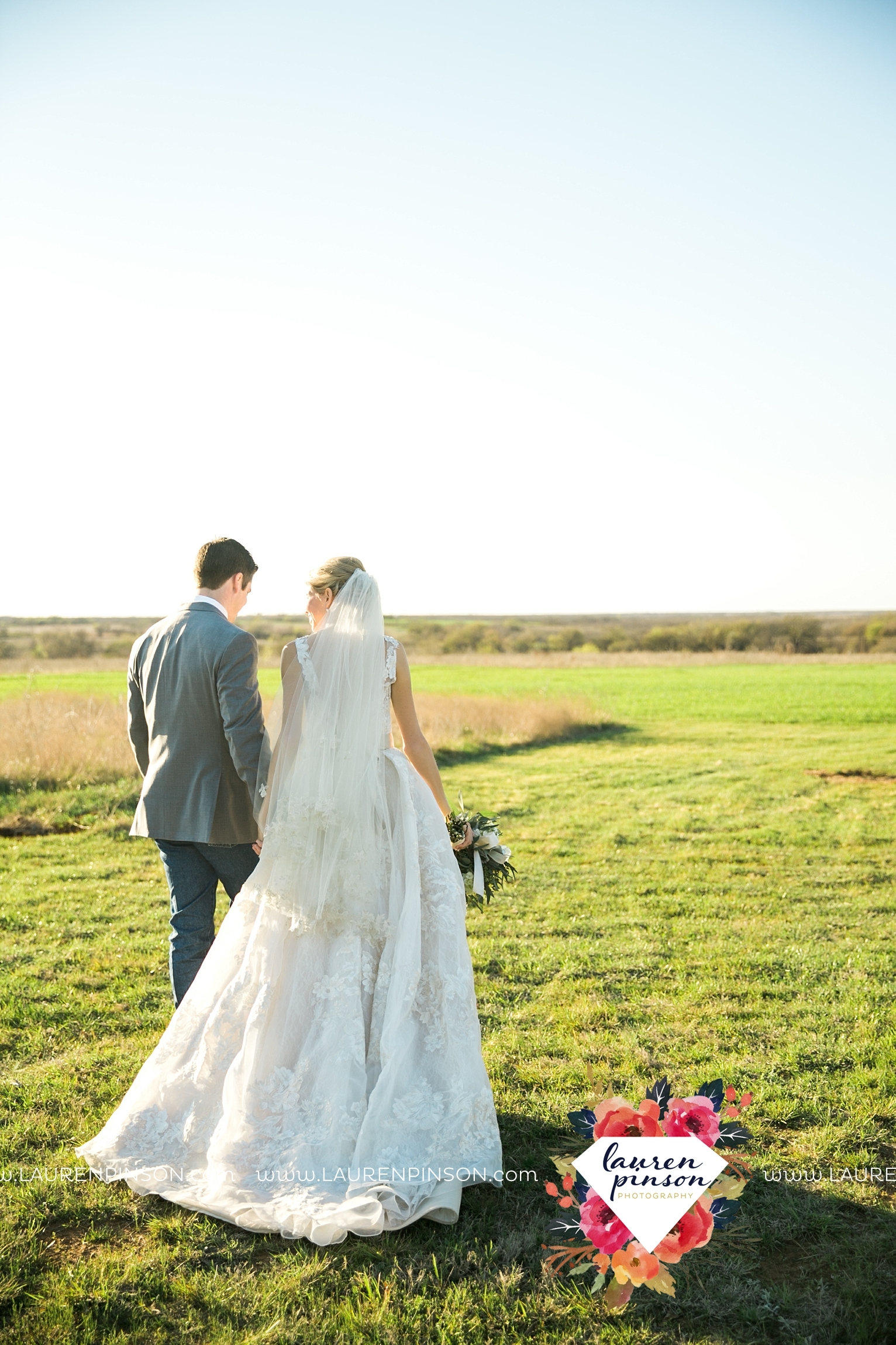 wichita-falls-texas-wedding-photographer-bowie-nocona-henrietta-country-barn-wedding_2178.jpg