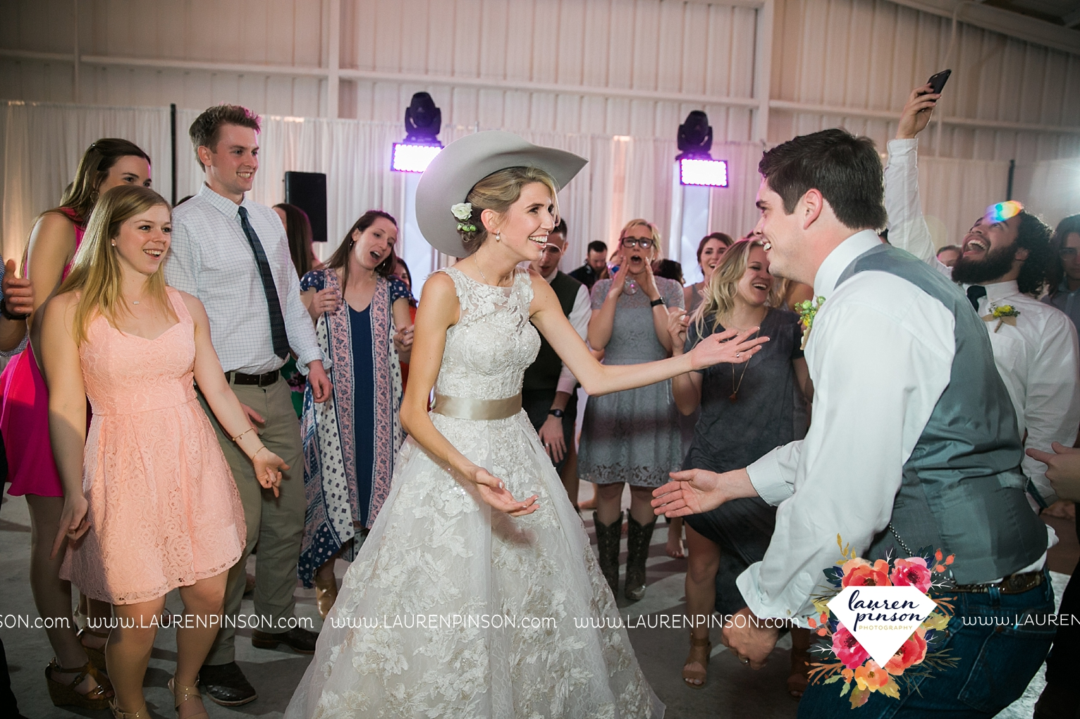 wichita-falls-texas-wedding-photographer-bowie-nocona-henrietta-country-barn-wedding_2213.jpg