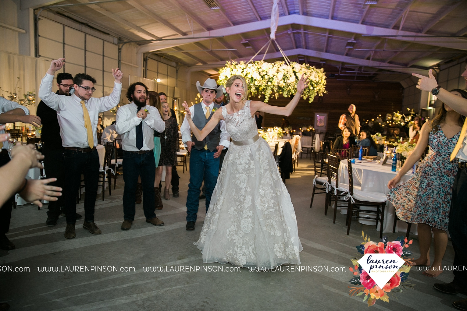 wichita-falls-texas-wedding-photographer-bowie-nocona-henrietta-country-barn-wedding_2214.jpg