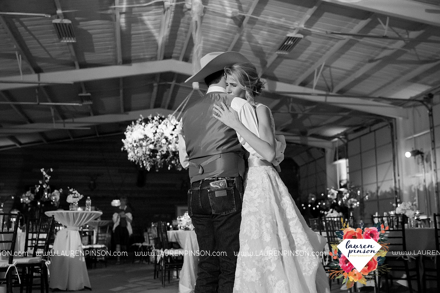 wichita-falls-texas-wedding-photographer-bowie-nocona-henrietta-country-barn-wedding_2216.jpg