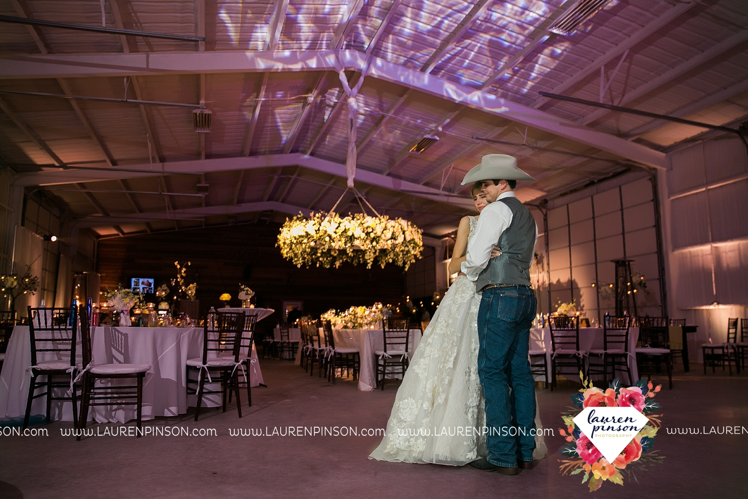 wichita-falls-texas-wedding-photographer-bowie-nocona-henrietta-country-barn-wedding_2217.jpg