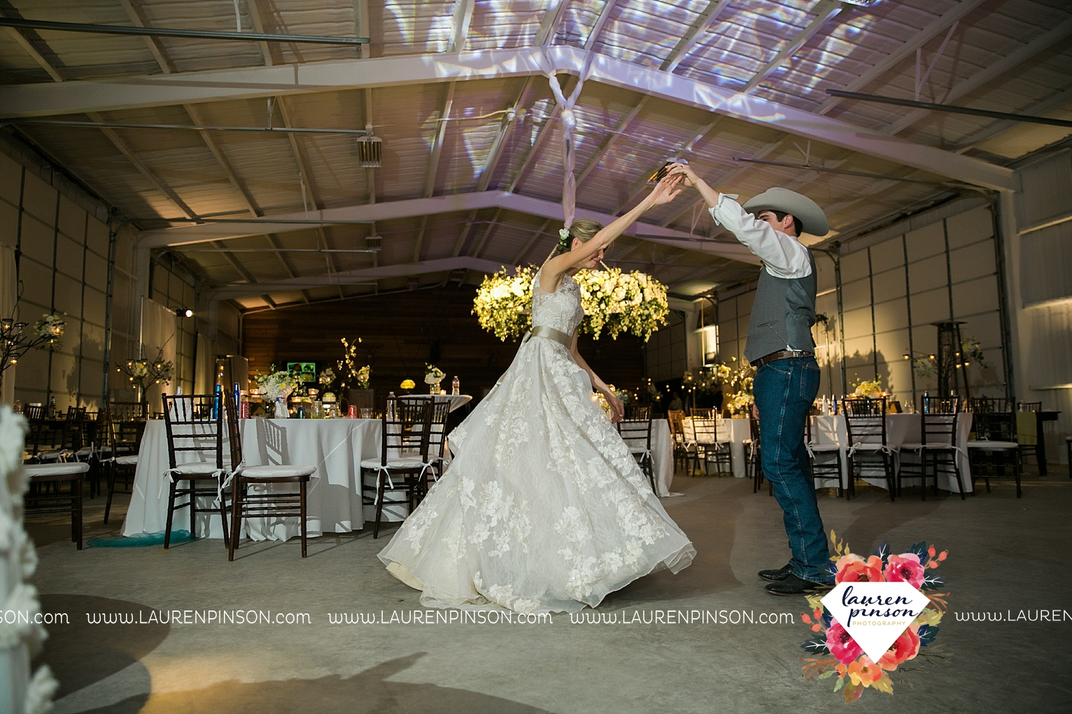 wichita-falls-texas-wedding-photographer-bowie-nocona-henrietta-country-barn-wedding_2218.jpg