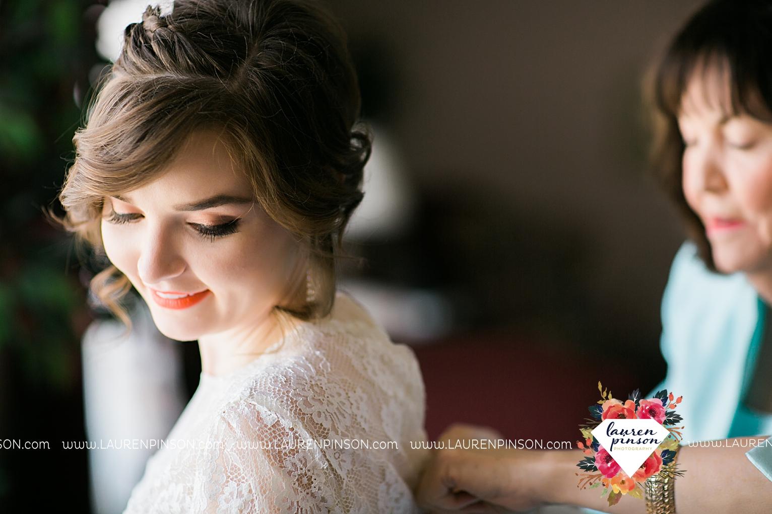 wichita-falls-texas-wedding-photographer-vintage-off-beat-bride-faith-village-church-of-christ-the-plex-roller-skating_2401.jpg