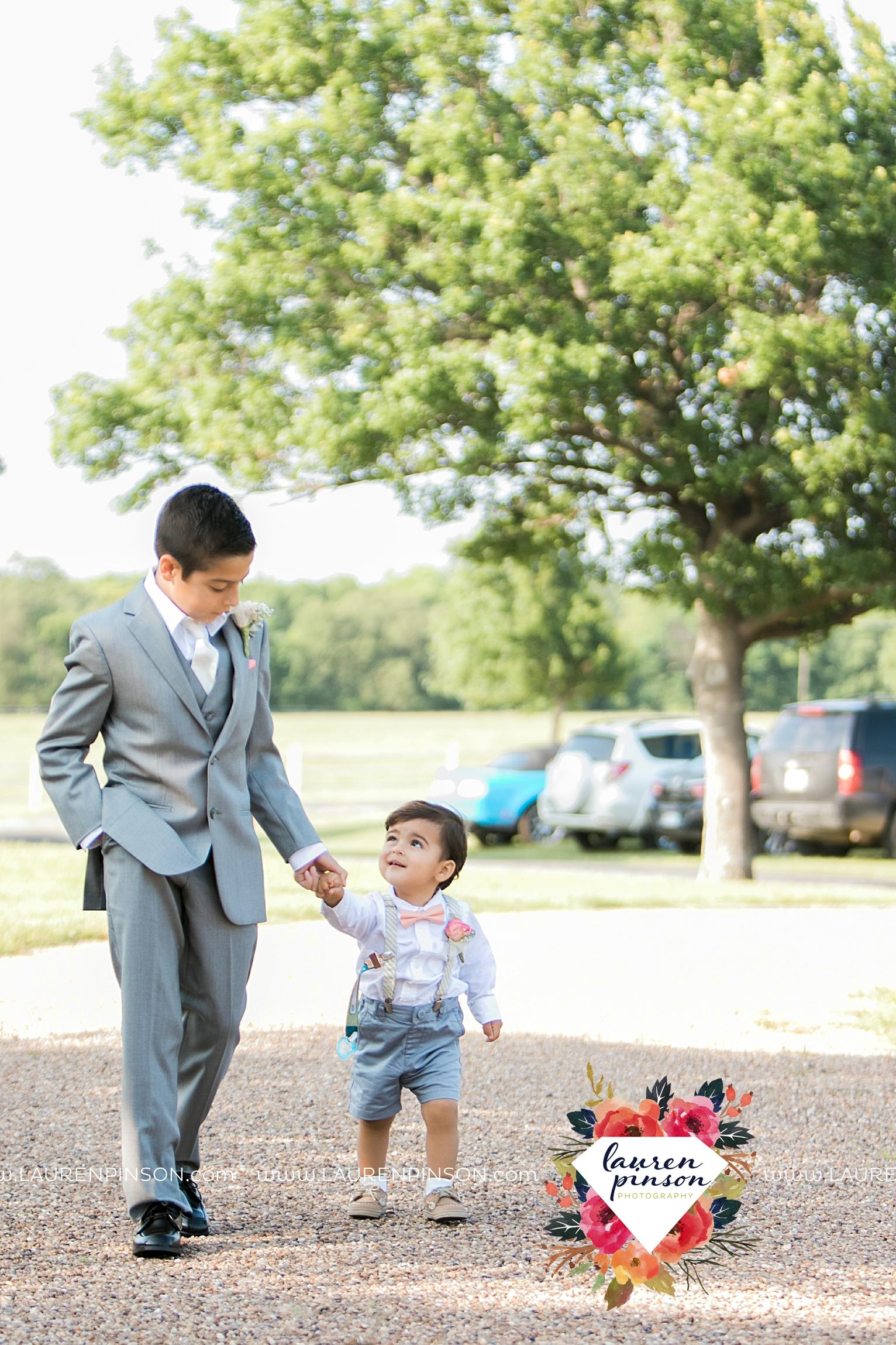 wichita-falls-wedding-nocona-comanche-rose-ranch-rustic-pink-gray-photography-00132.jpg