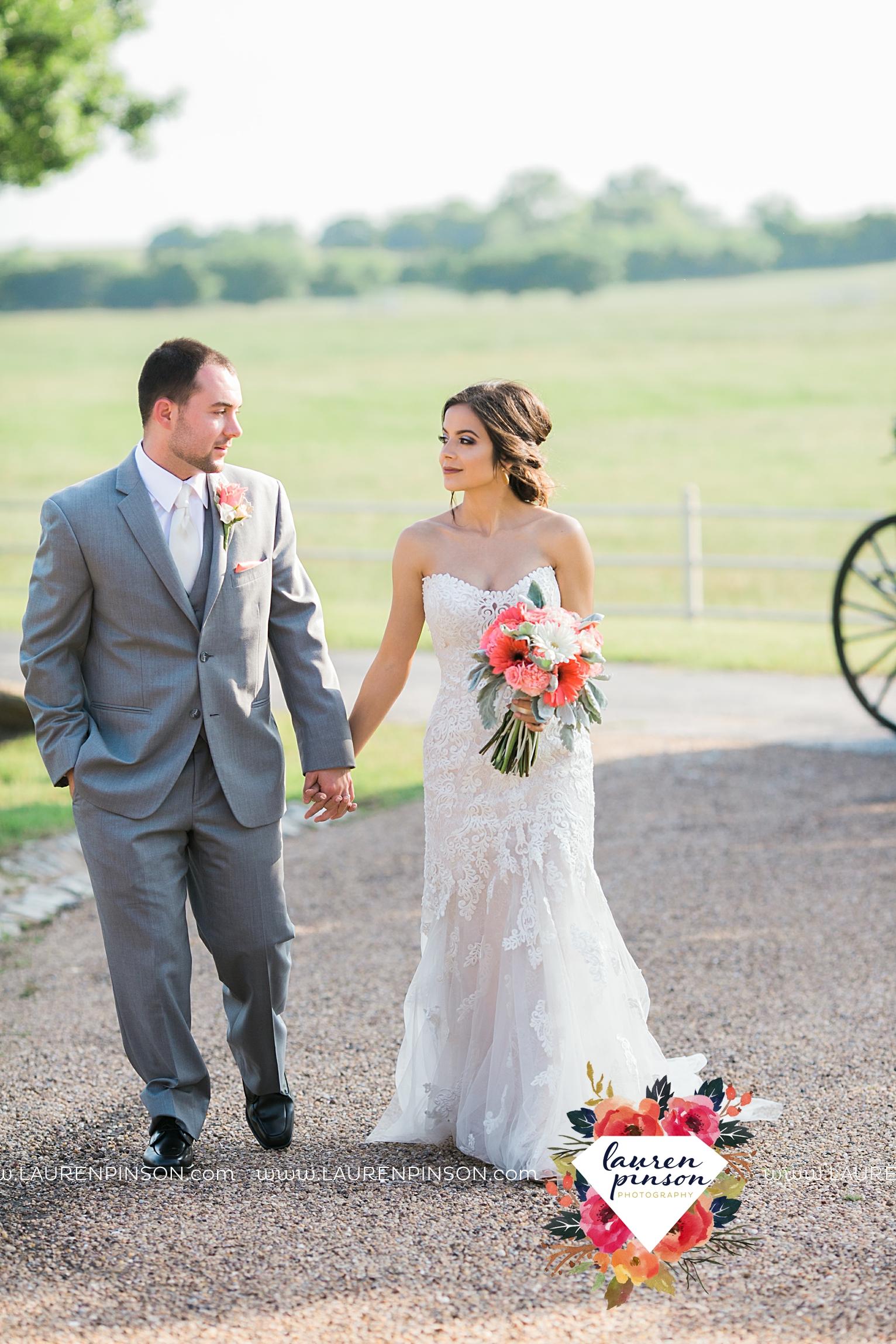 wichita-falls-wedding-nocona-comanche-rose-ranch-rustic-pink-gray-photography-00147.jpg