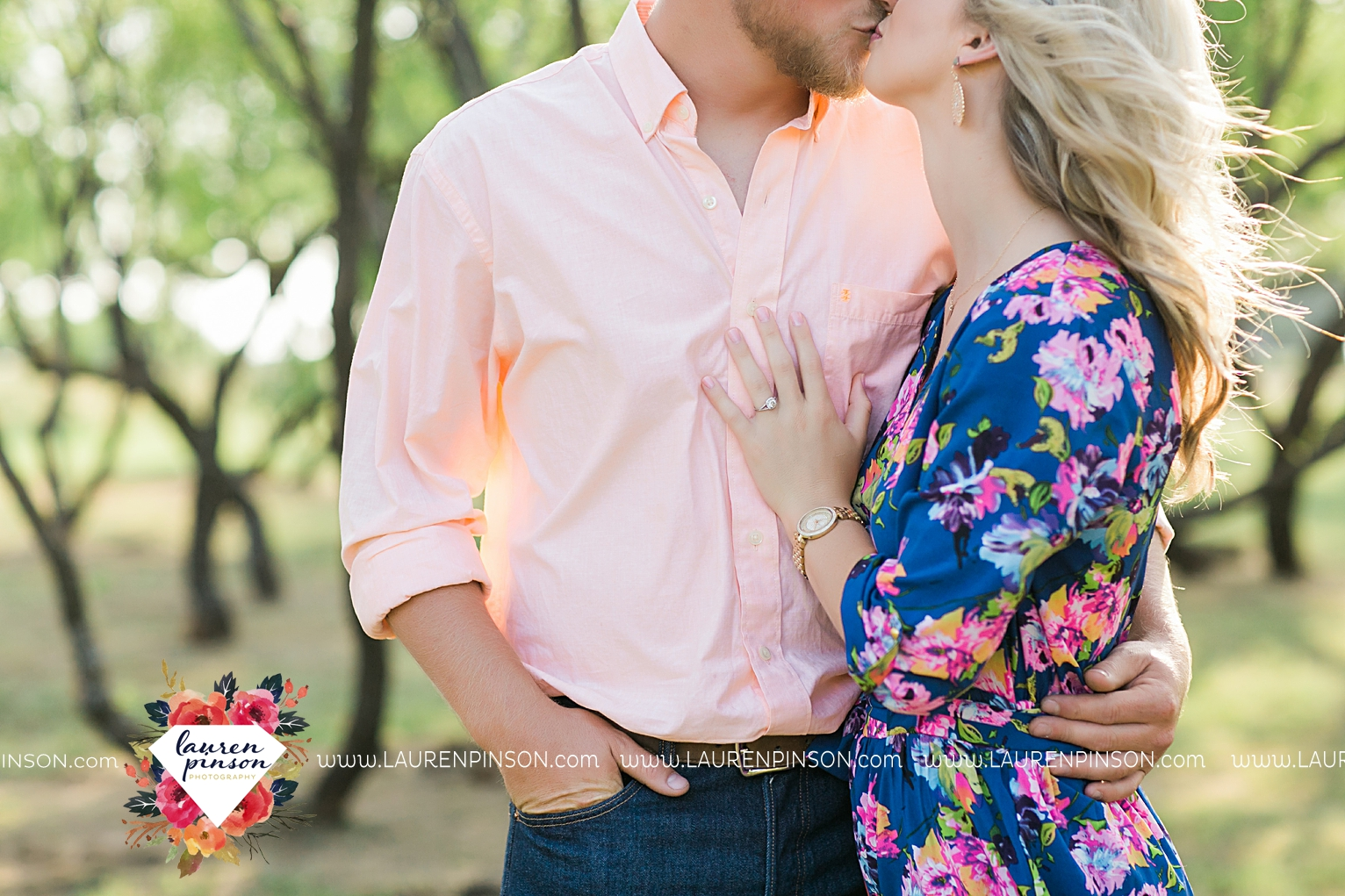 wichita-falls-texas-wedding-photographer-scotland-texas-engagement-session-country-barn-field-windthorst_2735.jpg