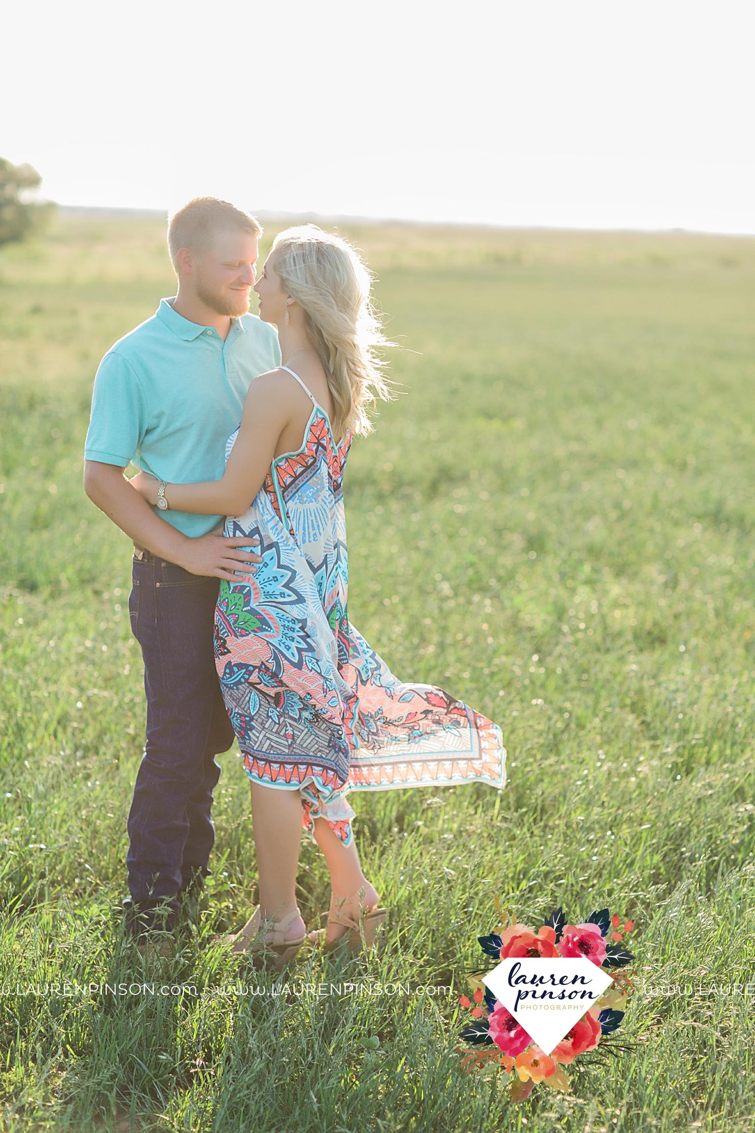 wichita-falls-texas-wedding-photographer-scotland-texas-engagement-session-country-barn-field-windthorst_2746.jpg