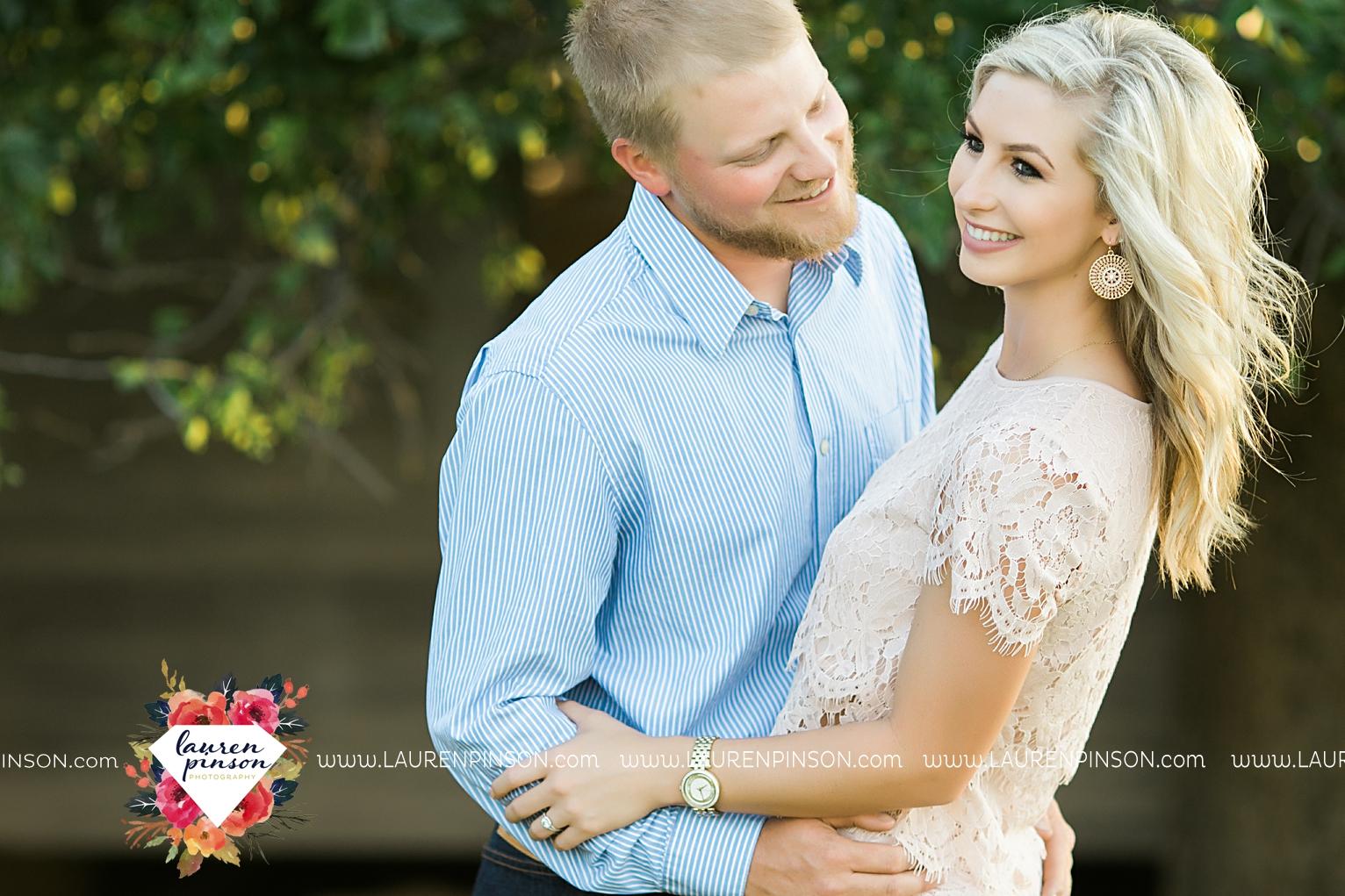wichita-falls-texas-wedding-photographer-scotland-texas-engagement-session-country-barn-field-windthorst_2752.jpg