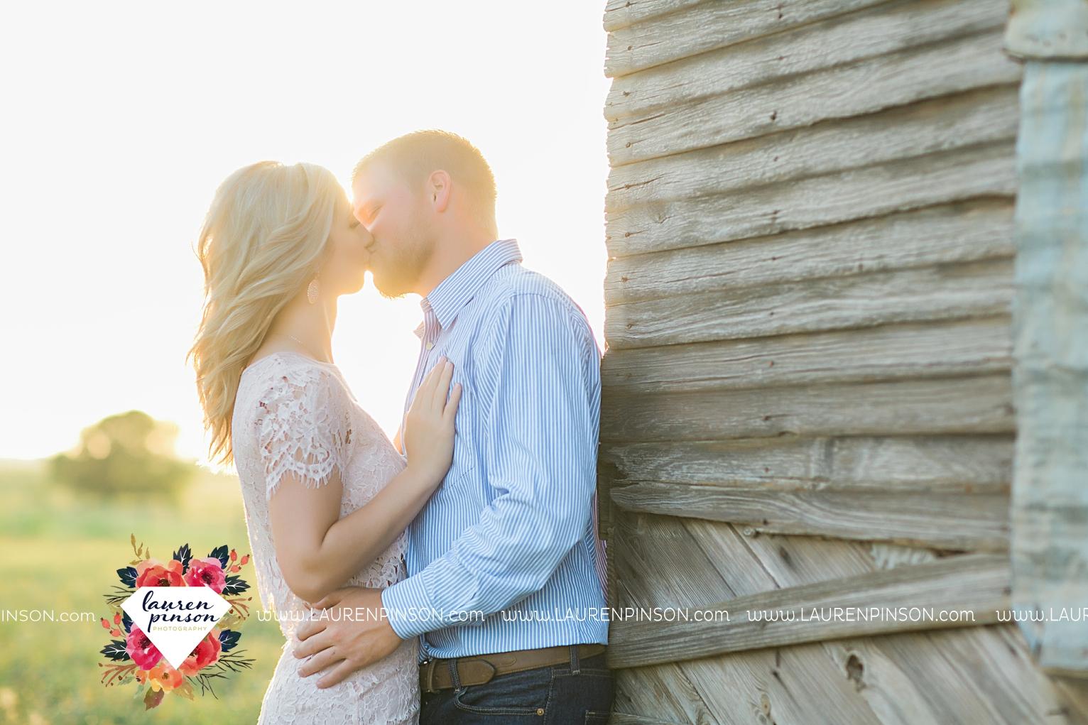 wichita-falls-texas-wedding-photographer-scotland-texas-engagement-session-country-barn-field-windthorst_2753.jpg