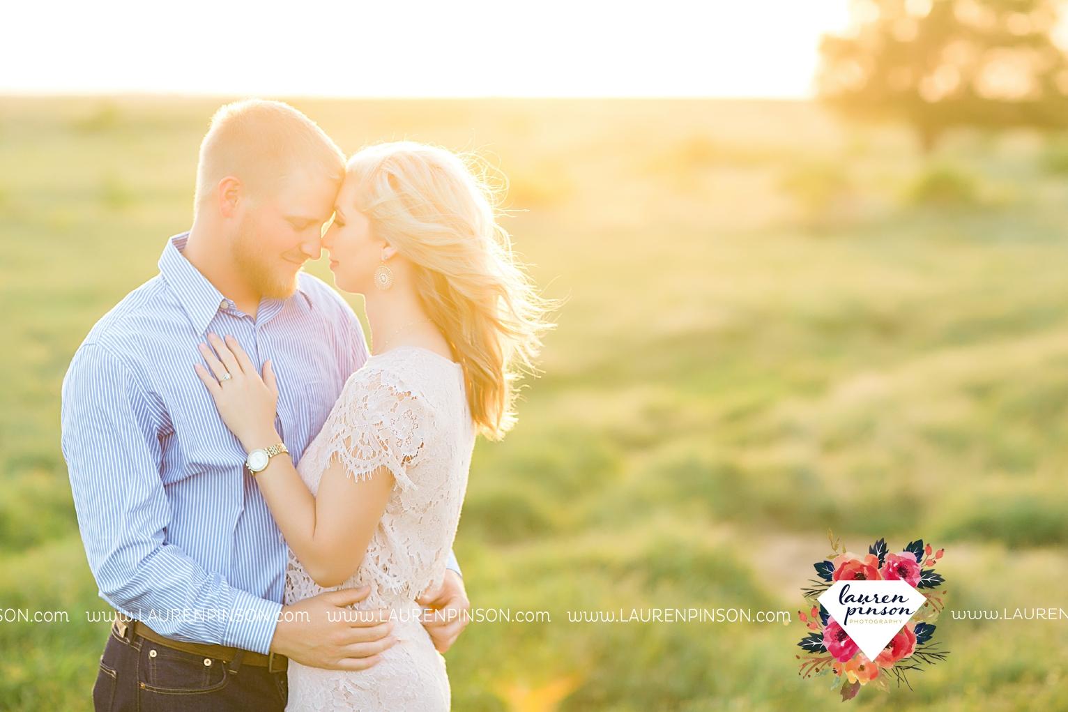 wichita-falls-texas-wedding-photographer-scotland-texas-engagement-session-country-barn-field-windthorst_2760.jpg