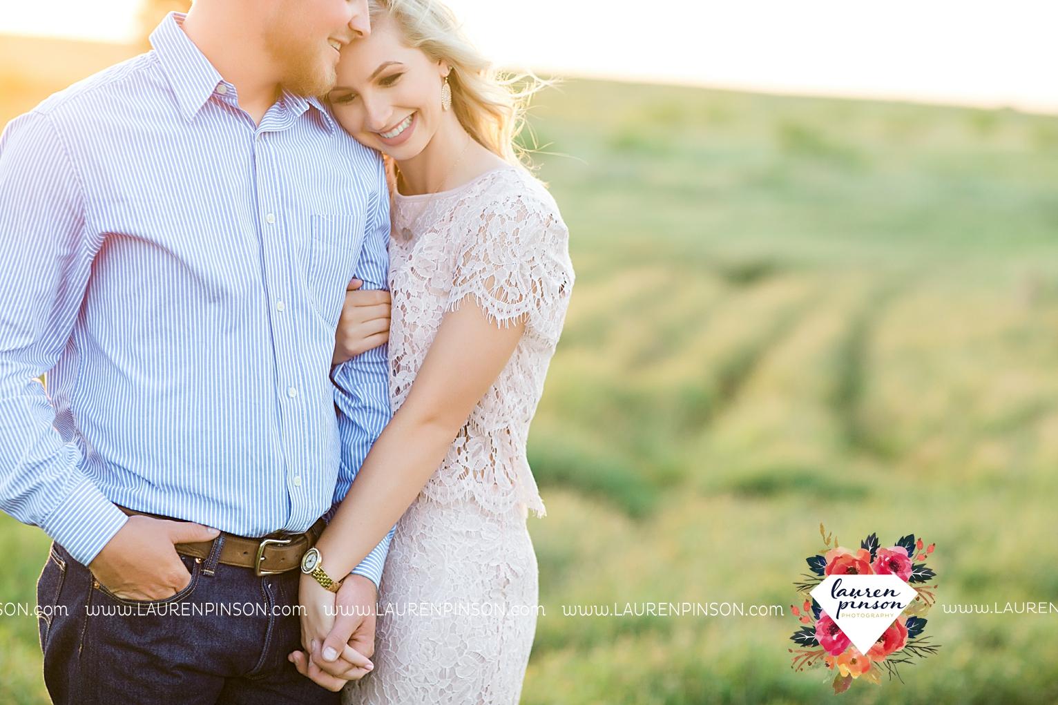 wichita-falls-texas-wedding-photographer-scotland-texas-engagement-session-country-barn-field-windthorst_2768.jpg