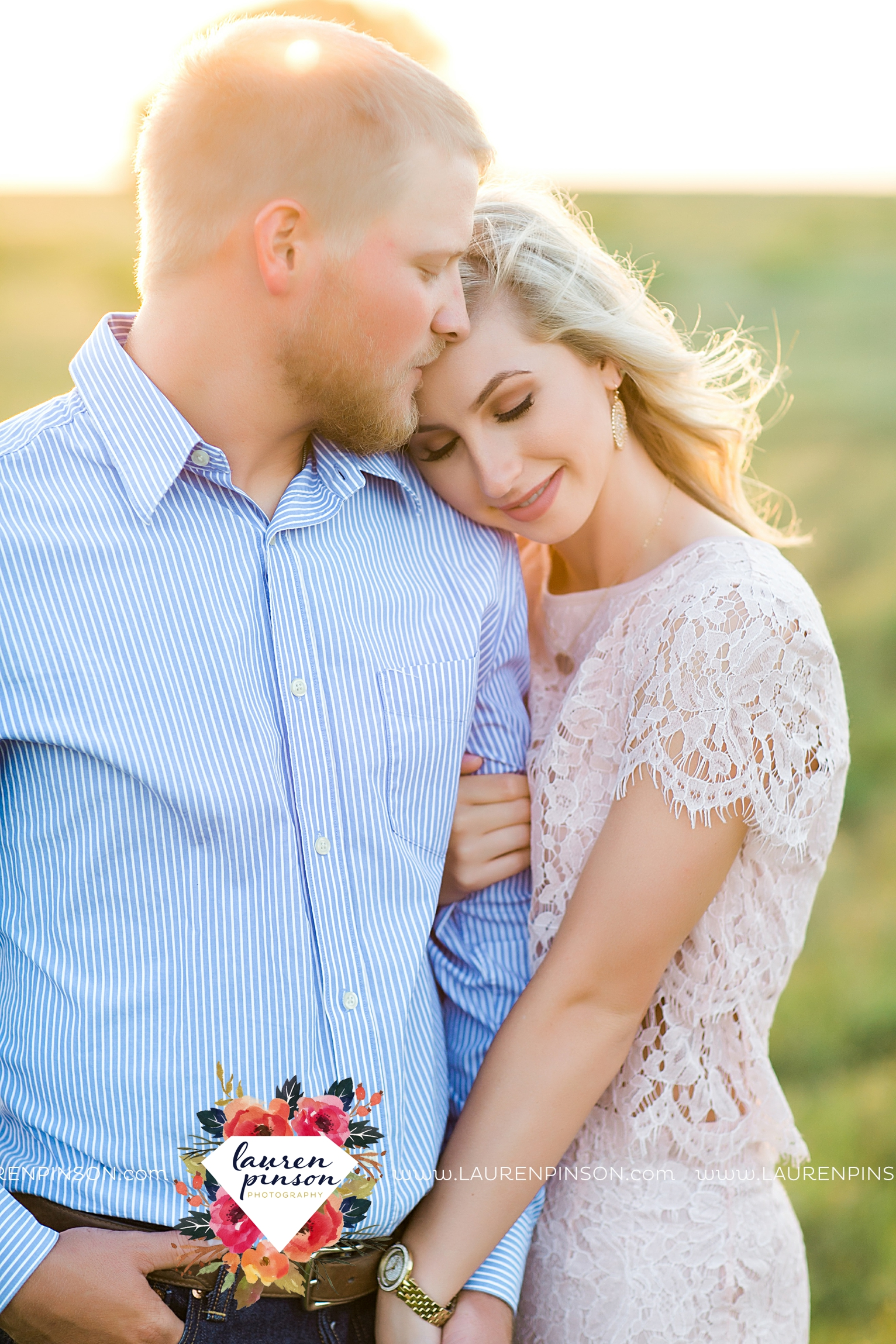 wichita-falls-texas-wedding-photographer-scotland-texas-engagement-session-country-barn-field-windthorst_2767.jpg