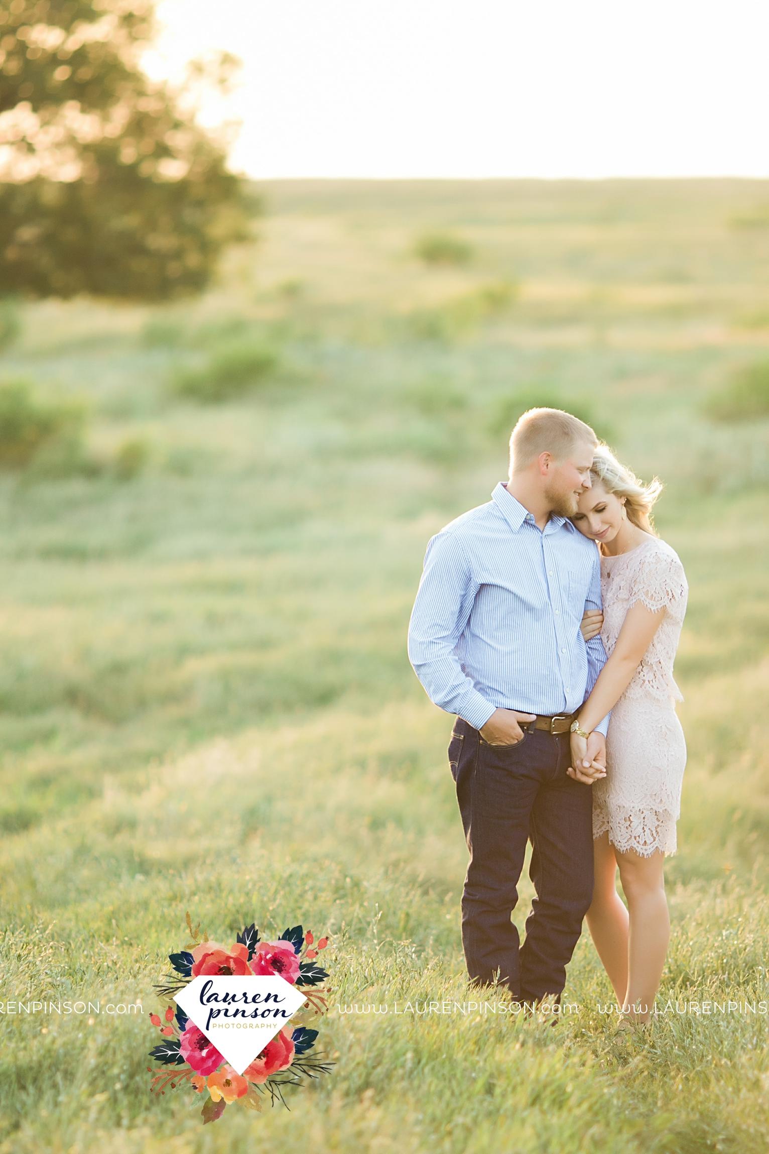wichita-falls-texas-wedding-photographer-scotland-texas-engagement-session-country-barn-field-windthorst_2769.jpg
