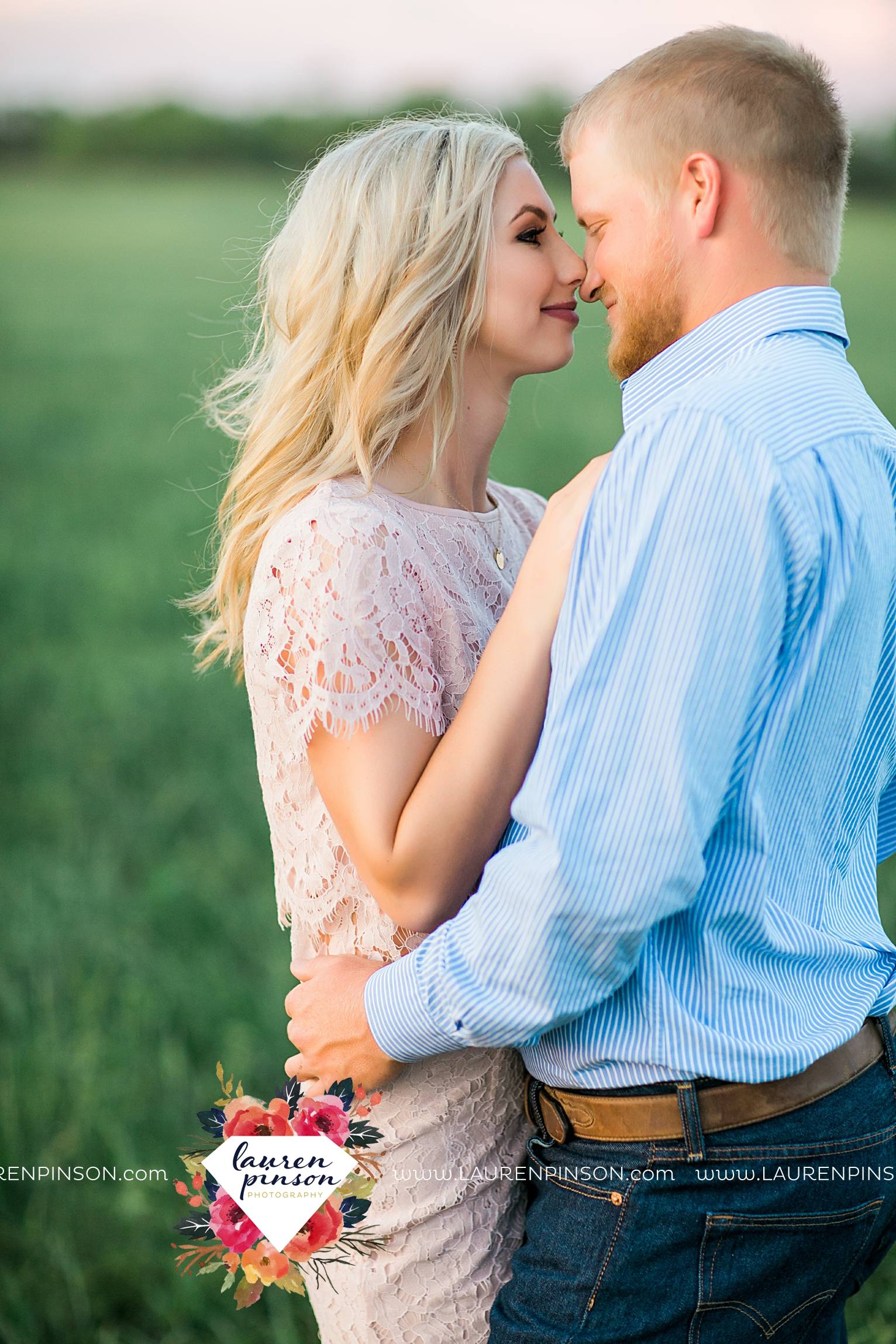 wichita-falls-texas-wedding-photographer-scotland-texas-engagement-session-country-barn-field-windthorst_2778.jpg
