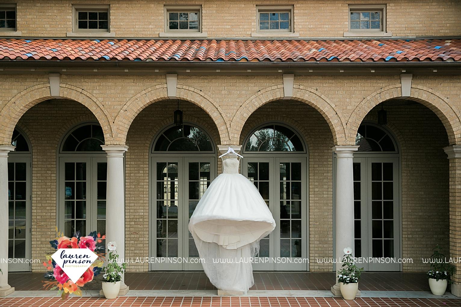 wichita-falls-texas-wedding-photographer-the-forum-by-the-kemp-mayfield-events-ulta-gold-glitter_2803.jpg