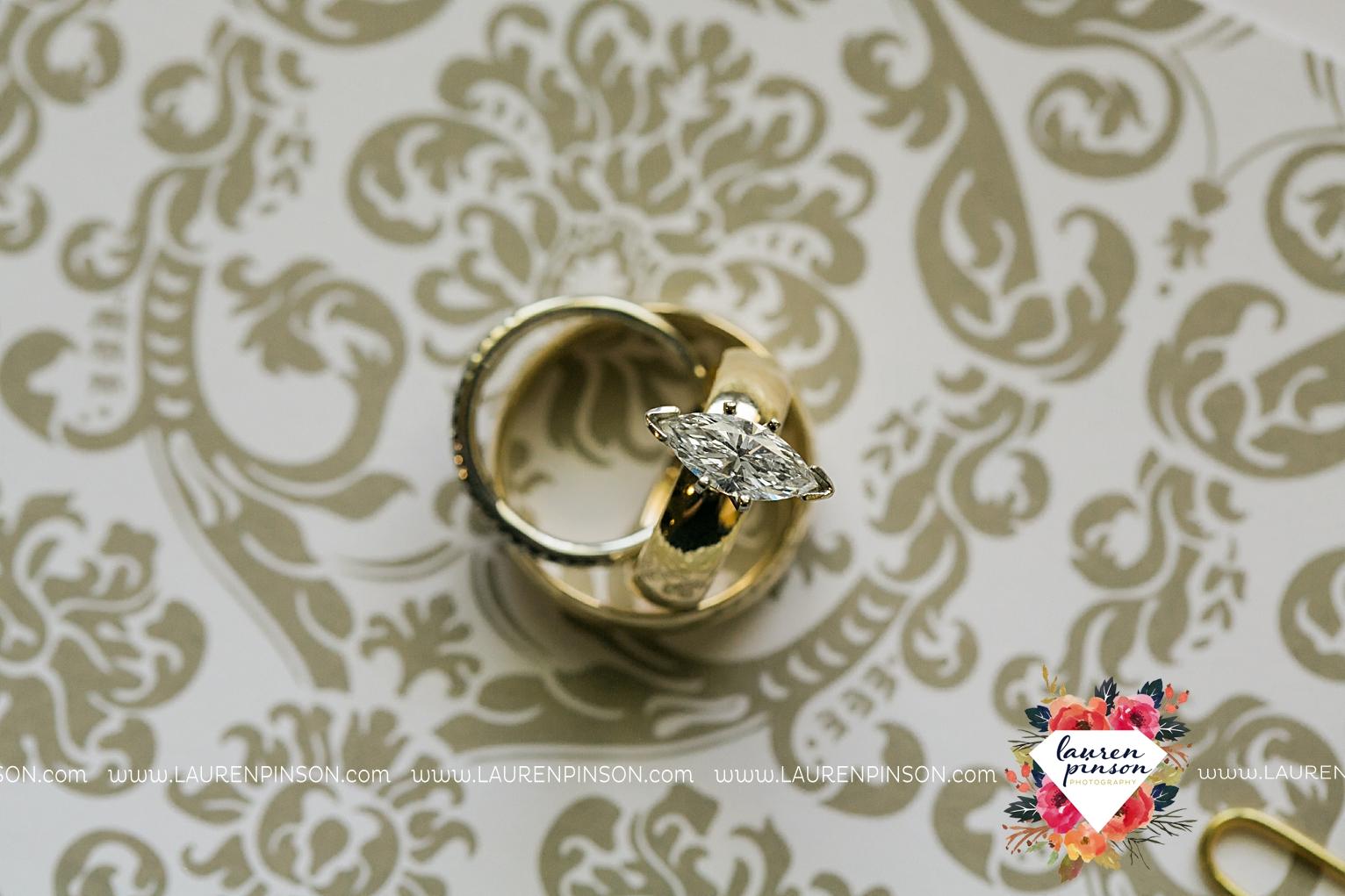 wichita-falls-texas-wedding-photographer-the-forum-by-the-kemp-mayfield-events-ulta-gold-glitter_2805.jpg