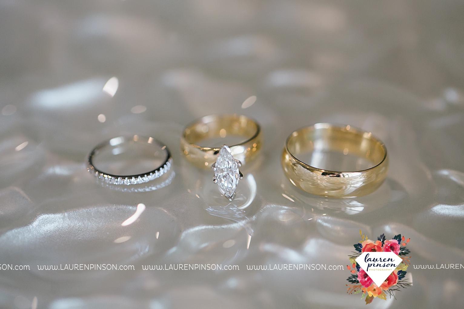 wichita-falls-texas-wedding-photographer-the-forum-by-the-kemp-mayfield-events-ulta-gold-glitter_2806.jpg