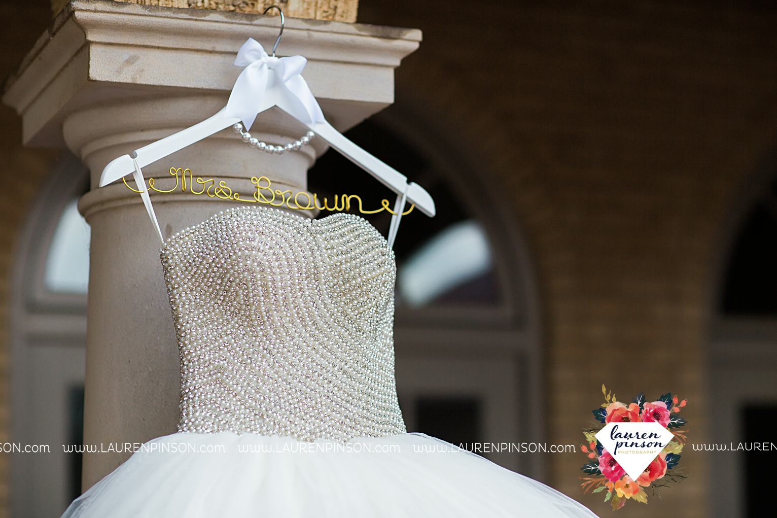 wichita-falls-texas-wedding-photographer-the-forum-by-the-kemp-mayfield-events-ulta-gold-glitter_2808.jpg