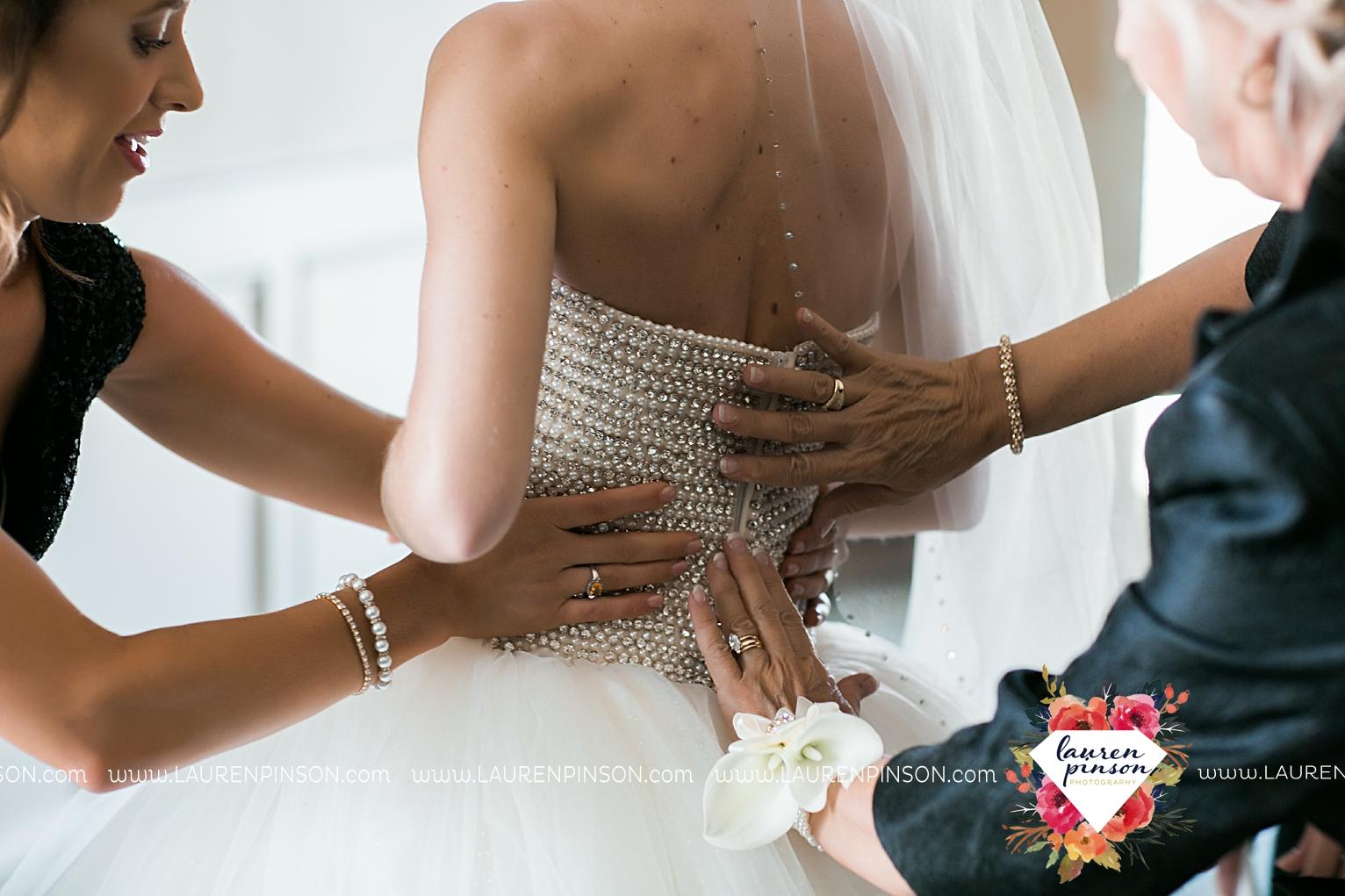 wichita-falls-texas-wedding-photographer-the-forum-by-the-kemp-mayfield-events-ulta-gold-glitter_2811.jpg