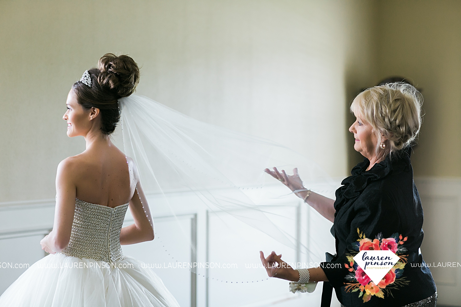 wichita-falls-texas-wedding-photographer-the-forum-by-the-kemp-mayfield-events-ulta-gold-glitter_2812.jpg