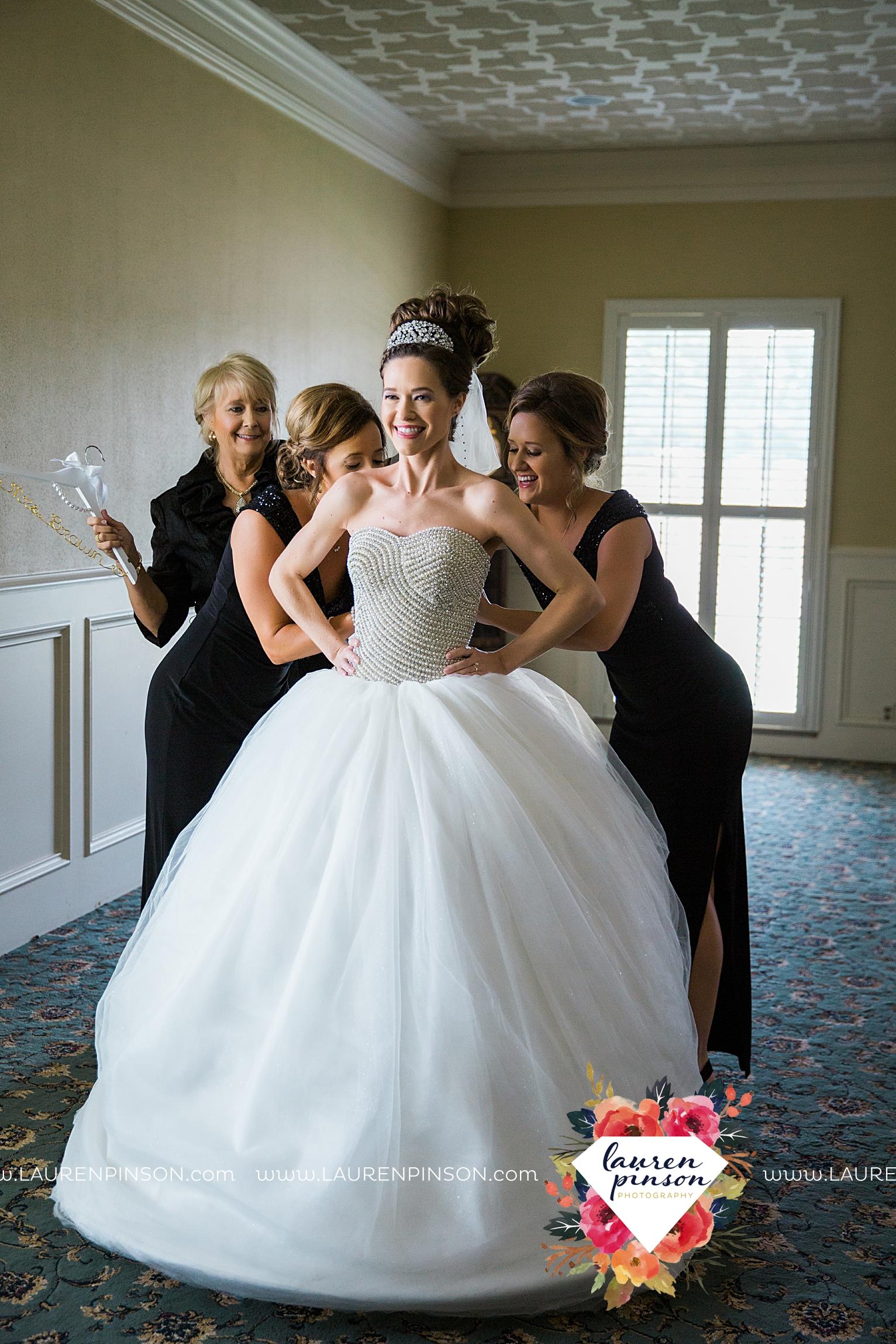 wichita-falls-texas-wedding-photographer-the-forum-by-the-kemp-mayfield-events-ulta-gold-glitter_2810.jpg