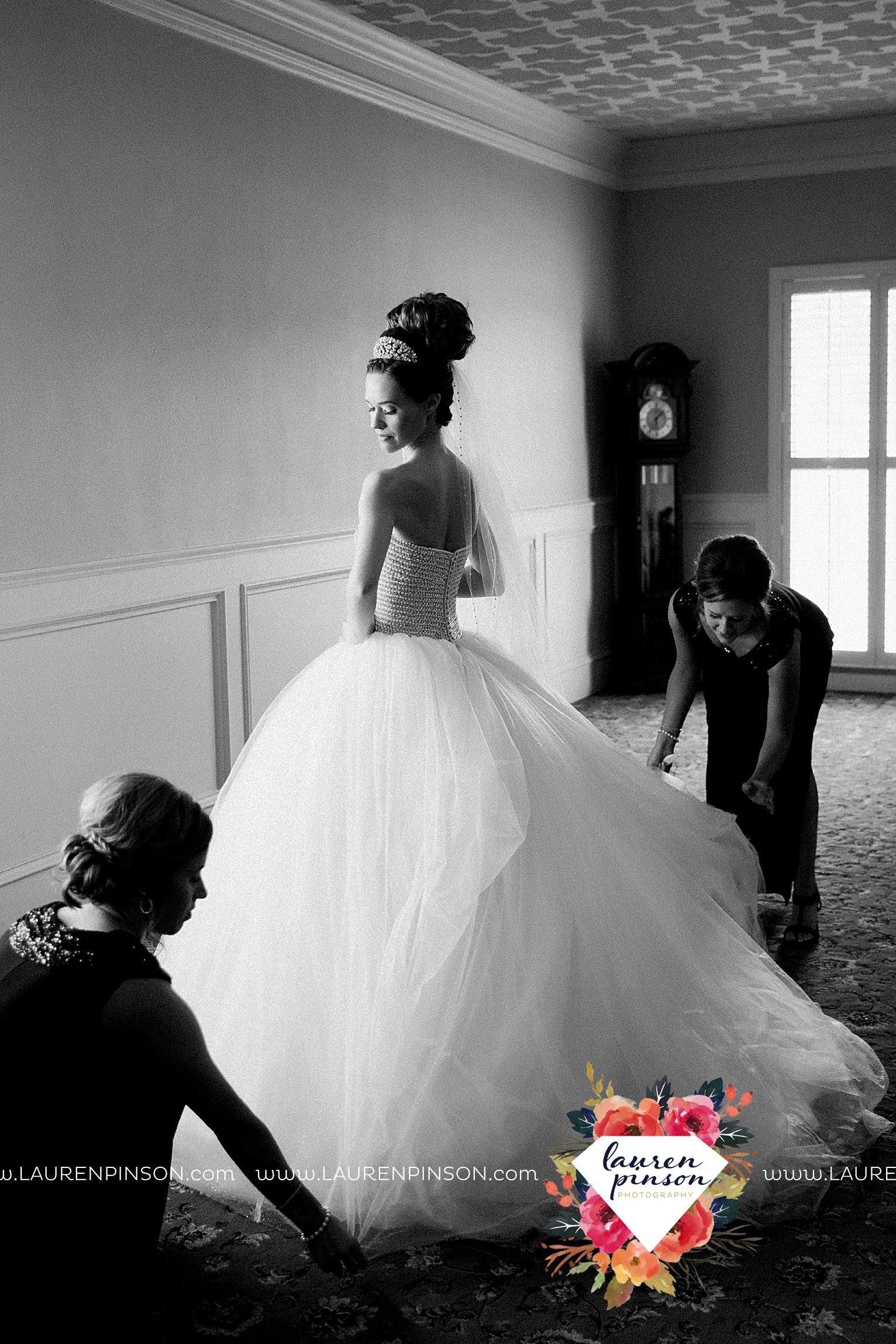 wichita-falls-texas-wedding-photographer-the-forum-by-the-kemp-mayfield-events-ulta-gold-glitter_2813.jpg