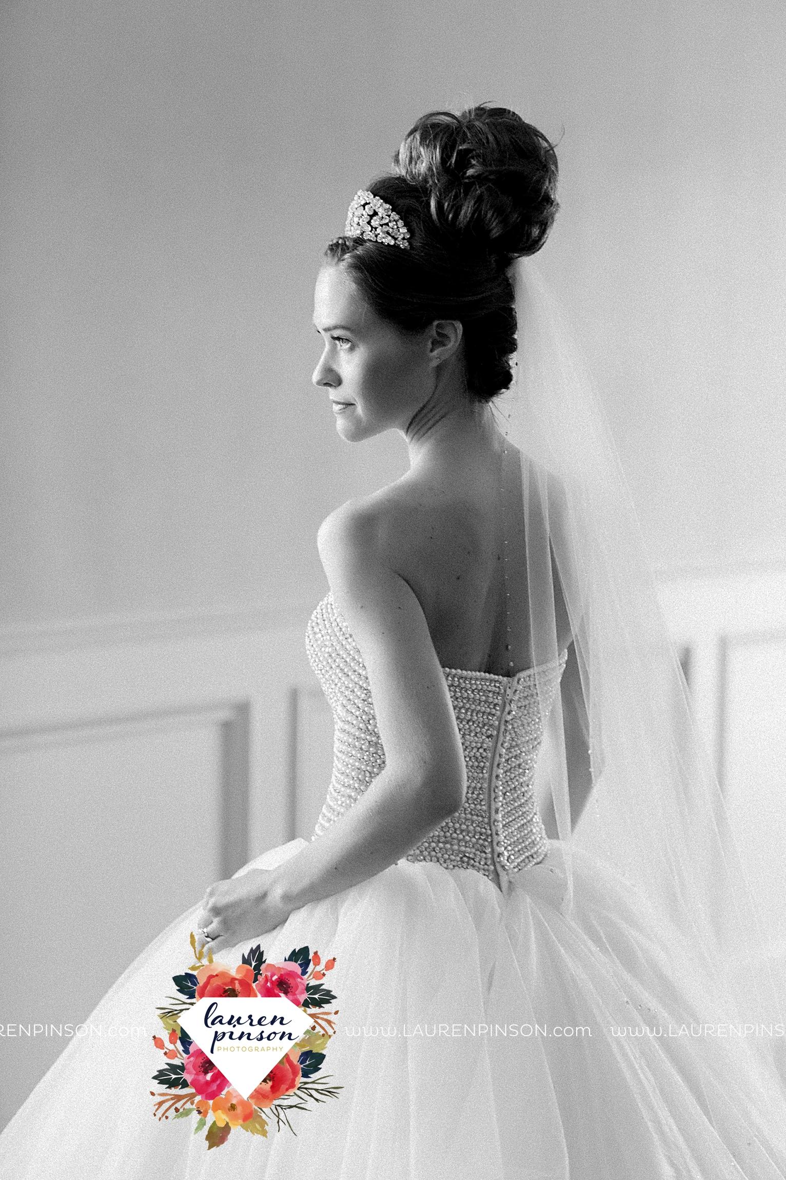 wichita-falls-texas-wedding-photographer-the-forum-by-the-kemp-mayfield-events-ulta-gold-glitter_2814.jpg
