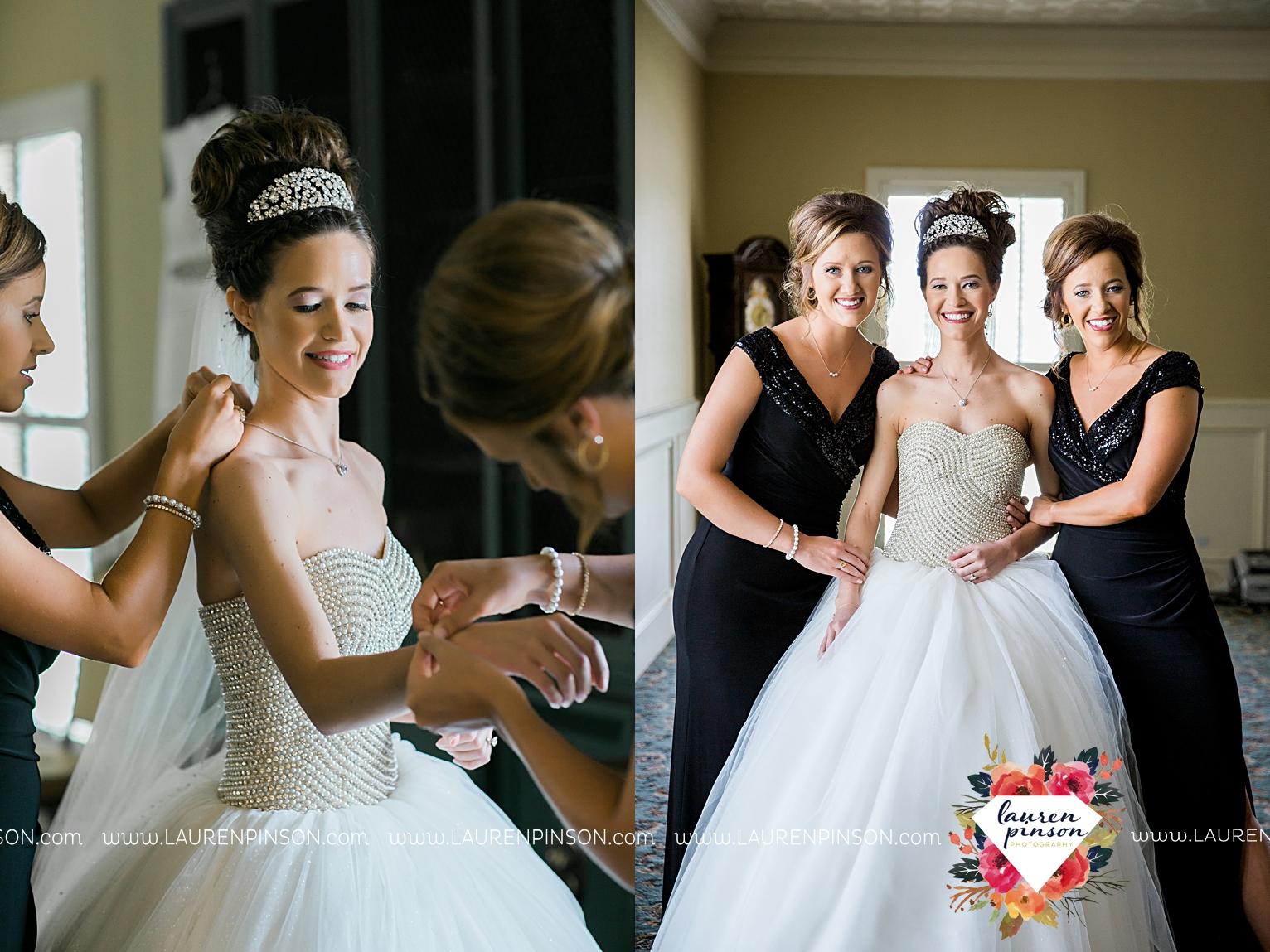 wichita-falls-texas-wedding-photographer-the-forum-by-the-kemp-mayfield-events-ulta-gold-glitter_2815.jpg