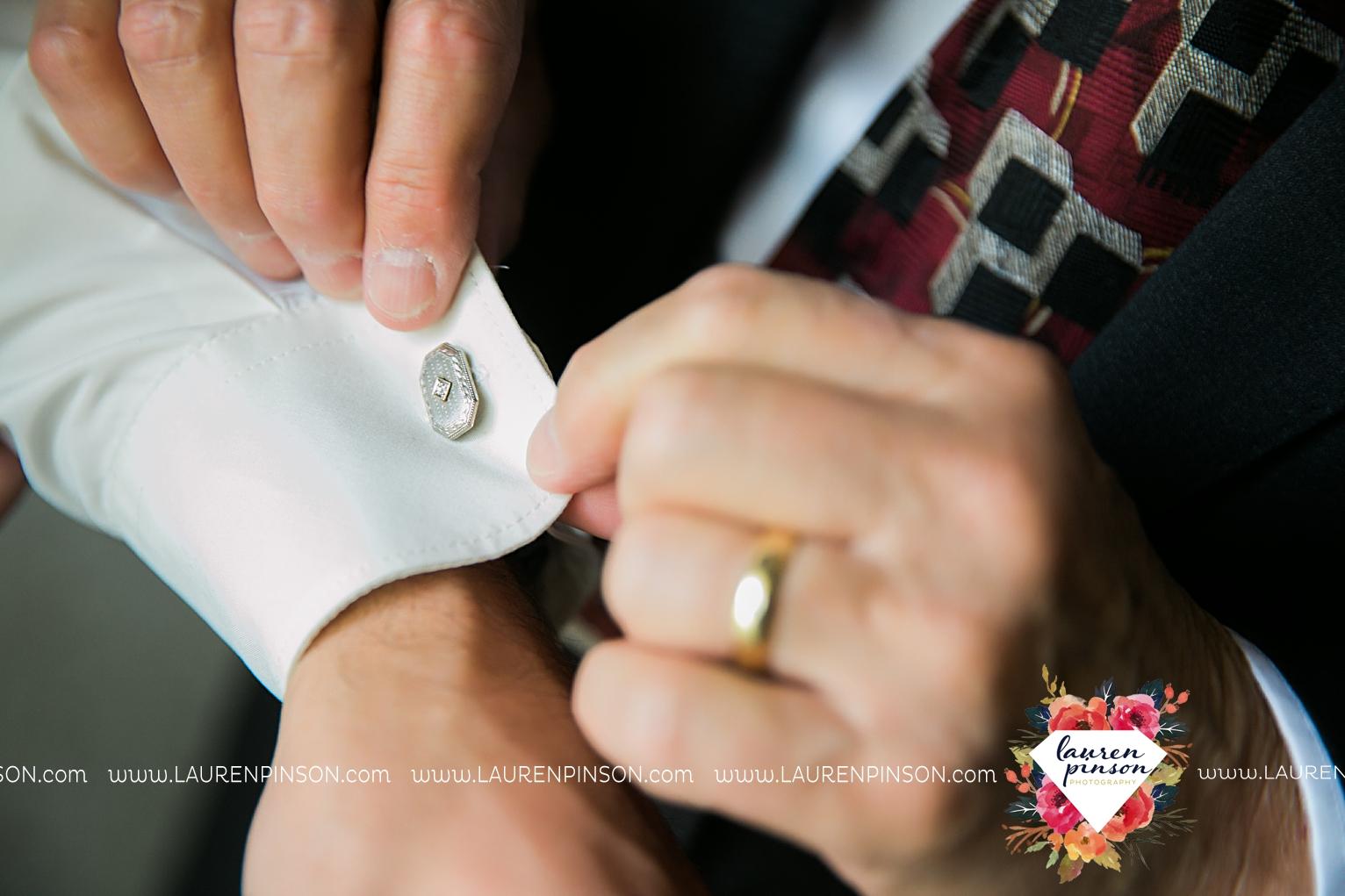 wichita-falls-texas-wedding-photographer-the-forum-by-the-kemp-mayfield-events-ulta-gold-glitter_2817.jpg