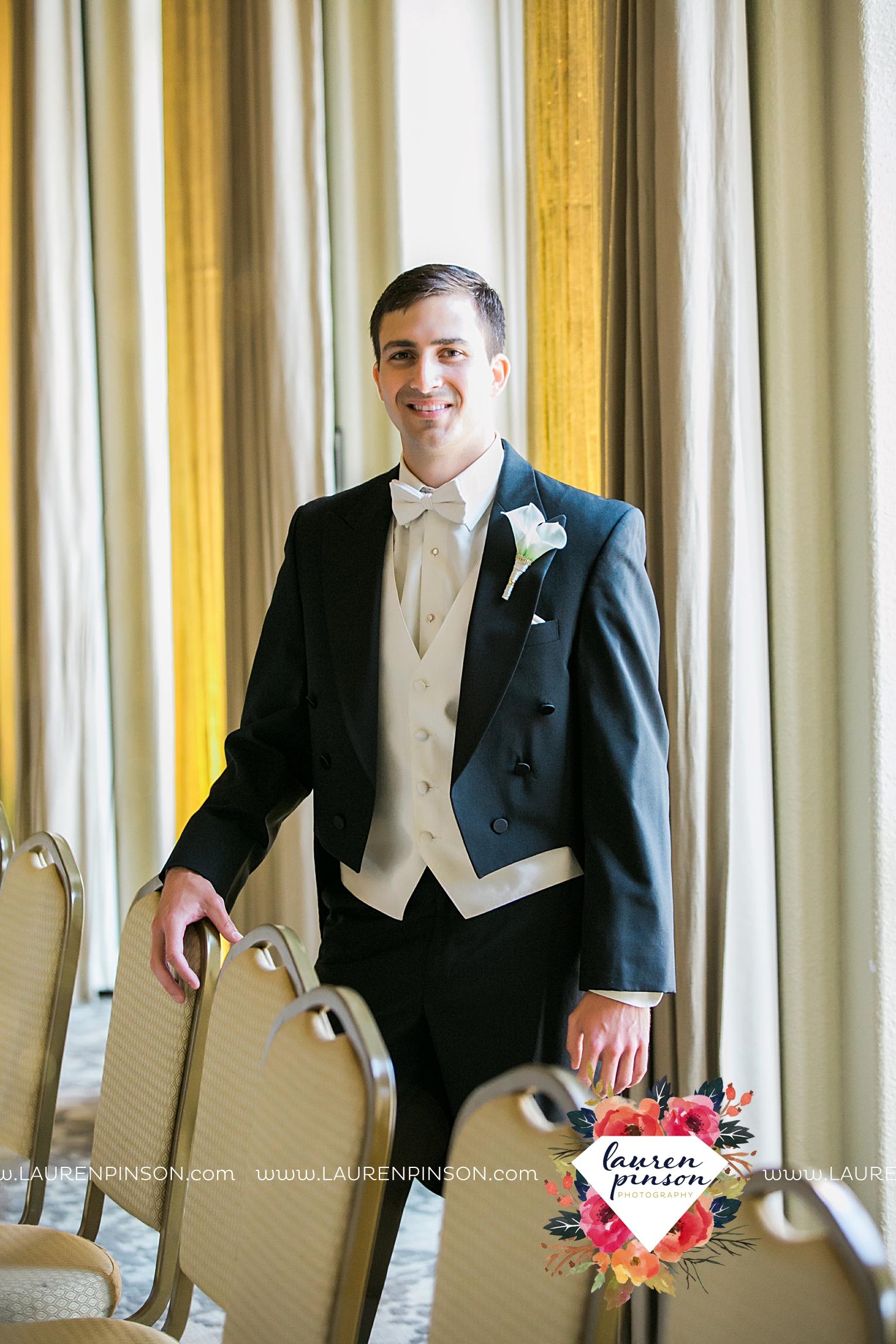 wichita-falls-texas-wedding-photographer-the-forum-by-the-kemp-mayfield-events-ulta-gold-glitter_2819.jpg