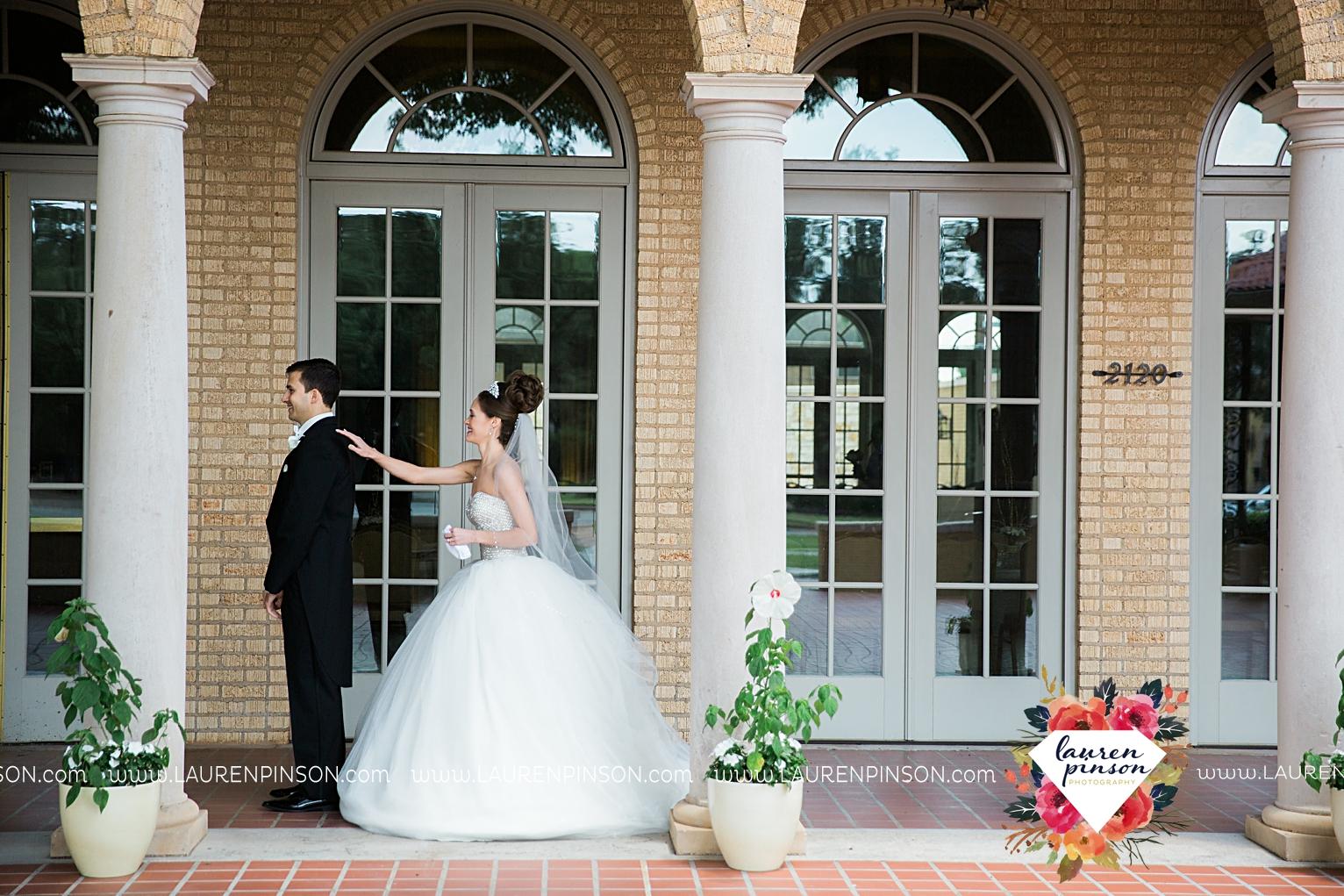 wichita-falls-texas-wedding-photographer-the-forum-by-the-kemp-mayfield-events-ulta-gold-glitter_2821.jpg