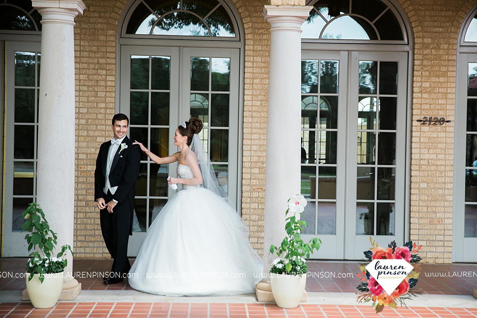 wichita-falls-texas-wedding-photographer-the-forum-by-the-kemp-mayfield-events-ulta-gold-glitter_2822.jpg
