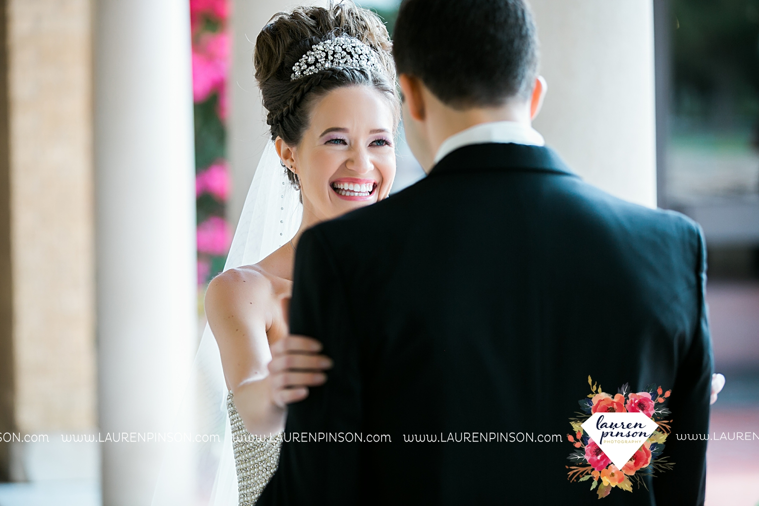 wichita-falls-texas-wedding-photographer-the-forum-by-the-kemp-mayfield-events-ulta-gold-glitter_2823.jpg