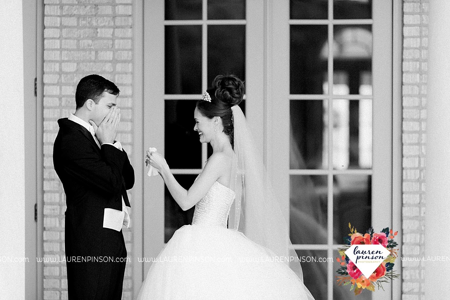 wichita-falls-texas-wedding-photographer-the-forum-by-the-kemp-mayfield-events-ulta-gold-glitter_2825.jpg