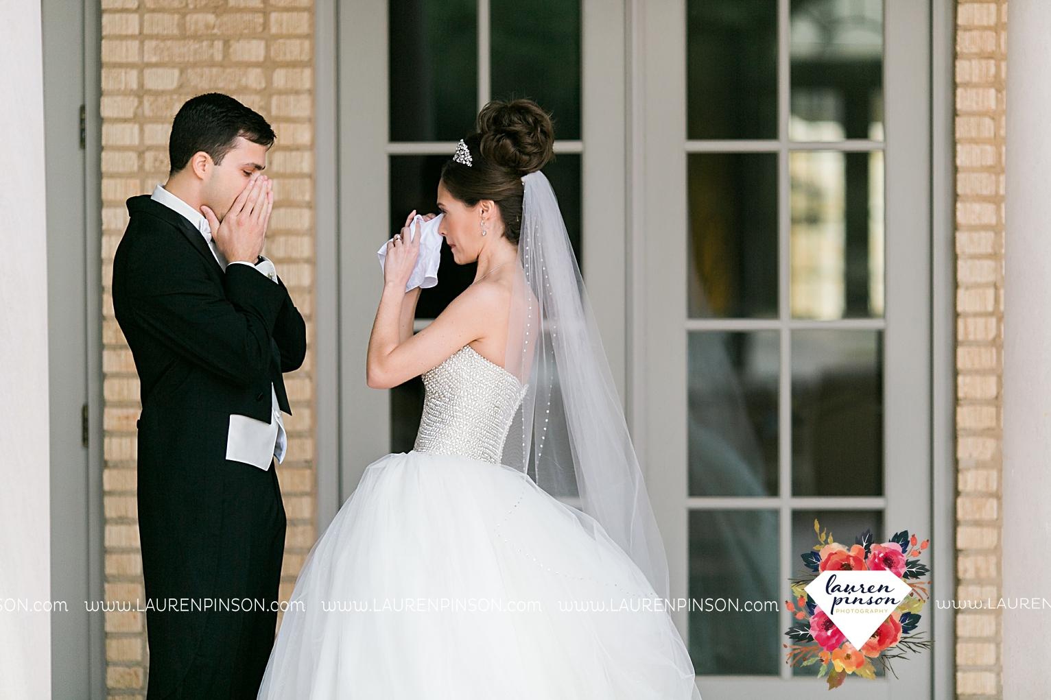wichita-falls-texas-wedding-photographer-the-forum-by-the-kemp-mayfield-events-ulta-gold-glitter_2826.jpg
